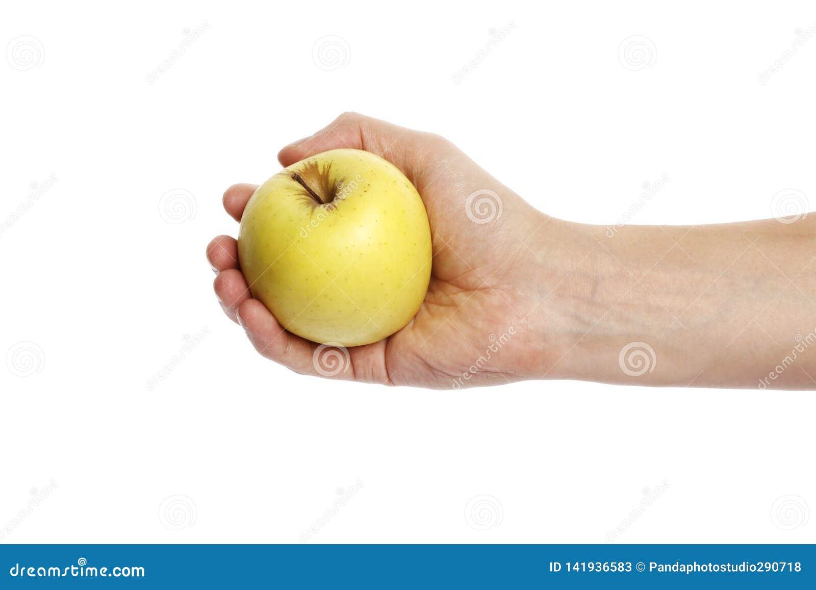 Apple i handen som isoleras på en vit bakgrund