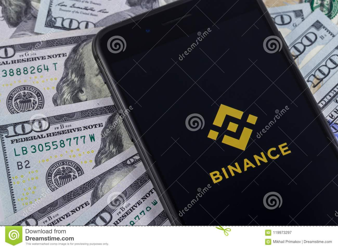Apple-iPhone en Binance-embleem, en dollars Binance is een cryptoc