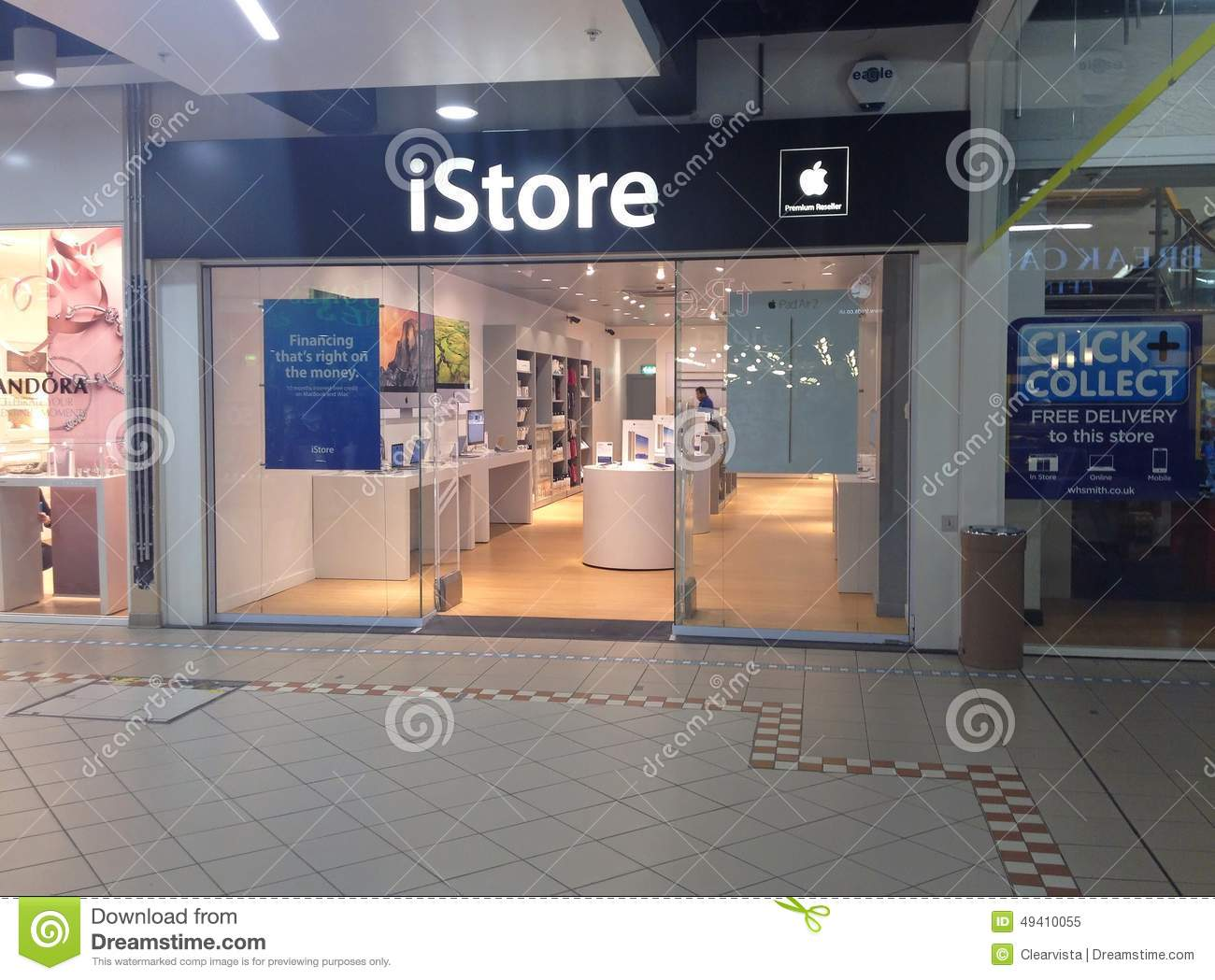 Northampton United Kingdom  city photo : an apple istore in a shopping mall in northampton united kingdom the ...