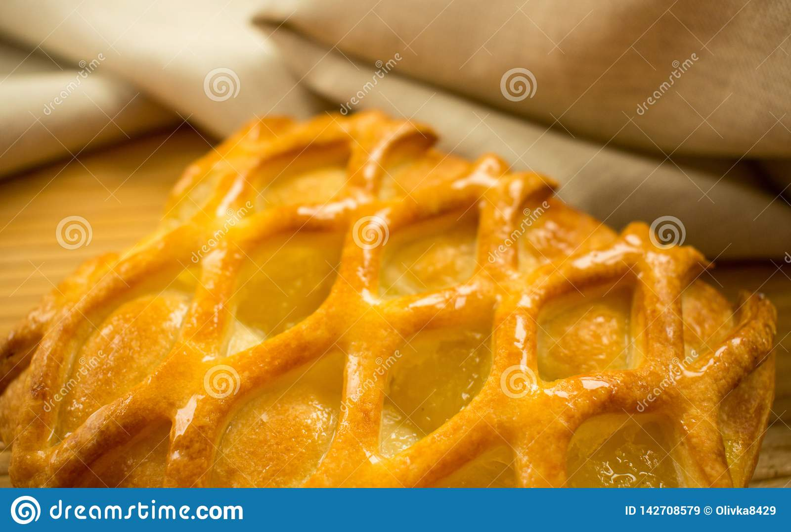 Lime and apple pie