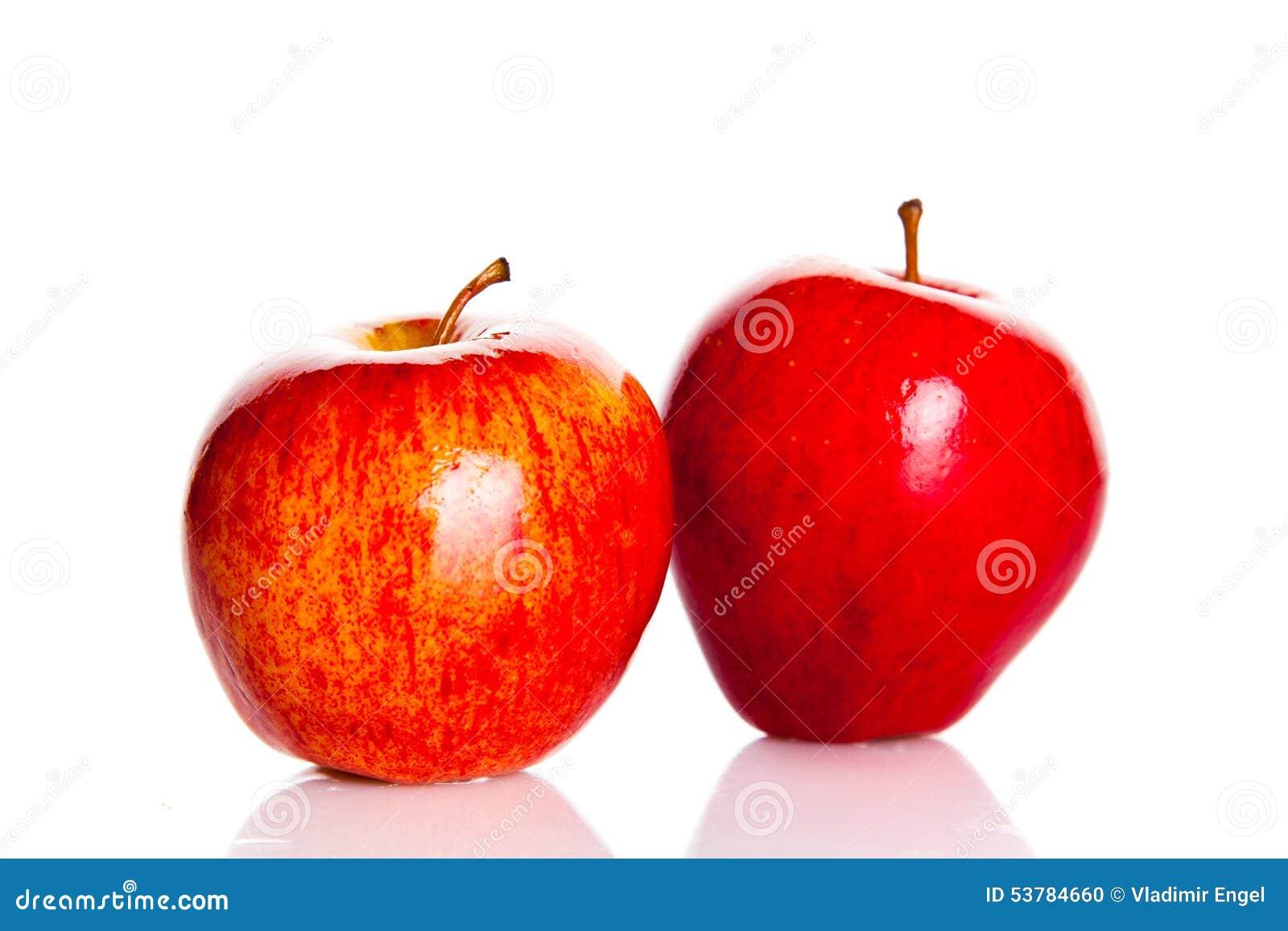 Apple odizolowywał na białych tło owoc zdrowym odżywianiu
