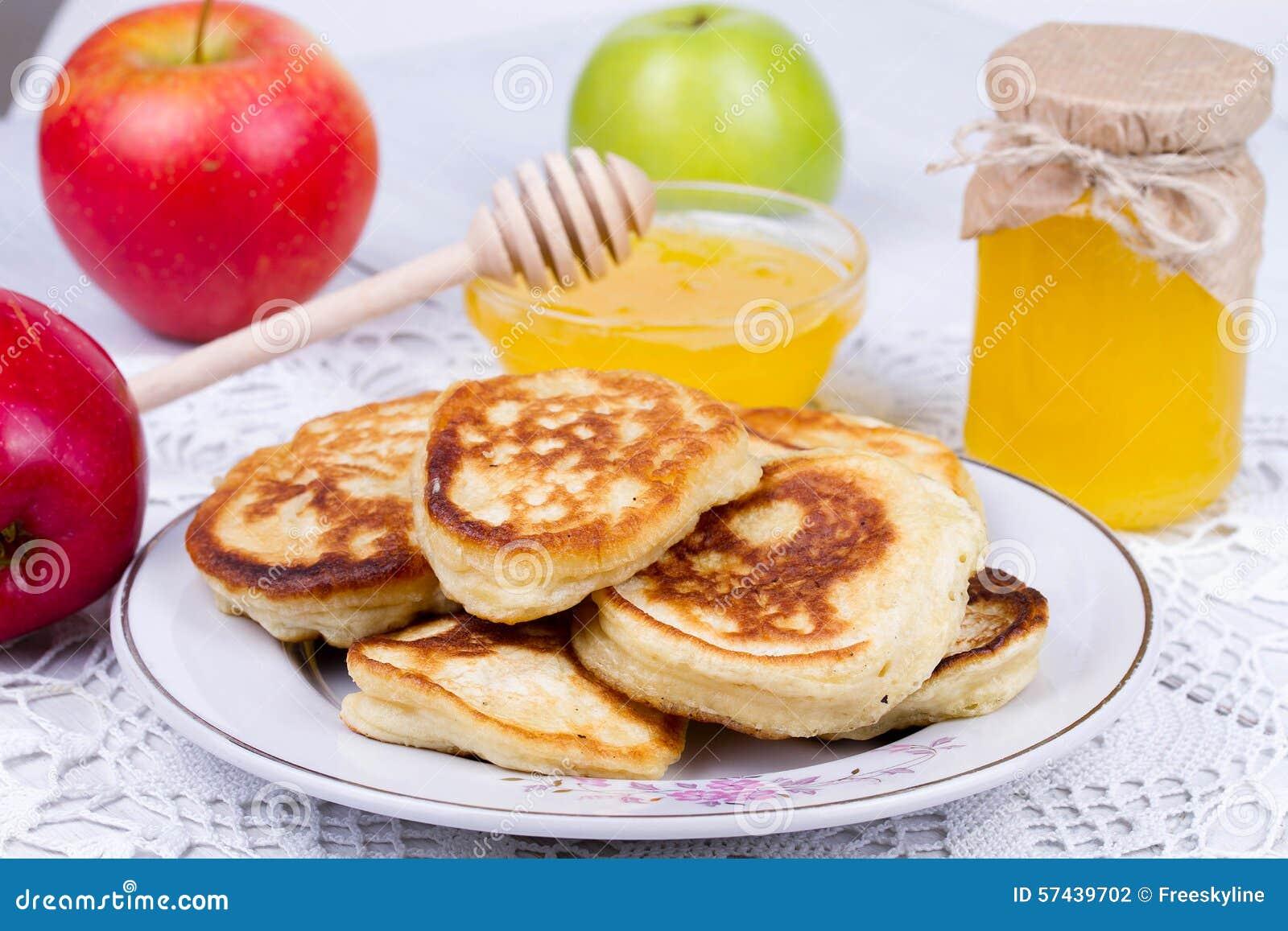 apple pfannkuchen mit milch und honig stockfoto bild von kuchen mahlzeit 57439702. Black Bedroom Furniture Sets. Home Design Ideas