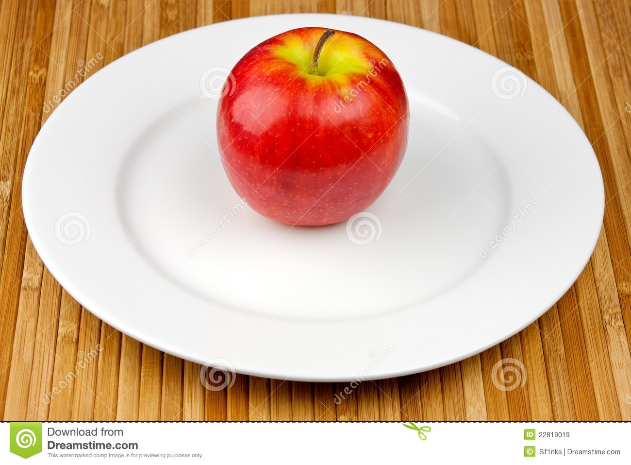 Apple On Plate Royalty Free Stock Images - Image: 22819019