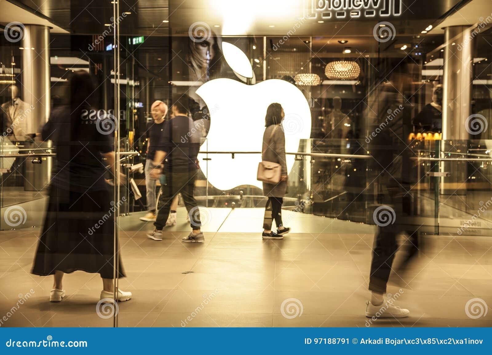 Apple Store και πελάτες στη λεωφόρο αγορών IFC, Χογκ Κογκ