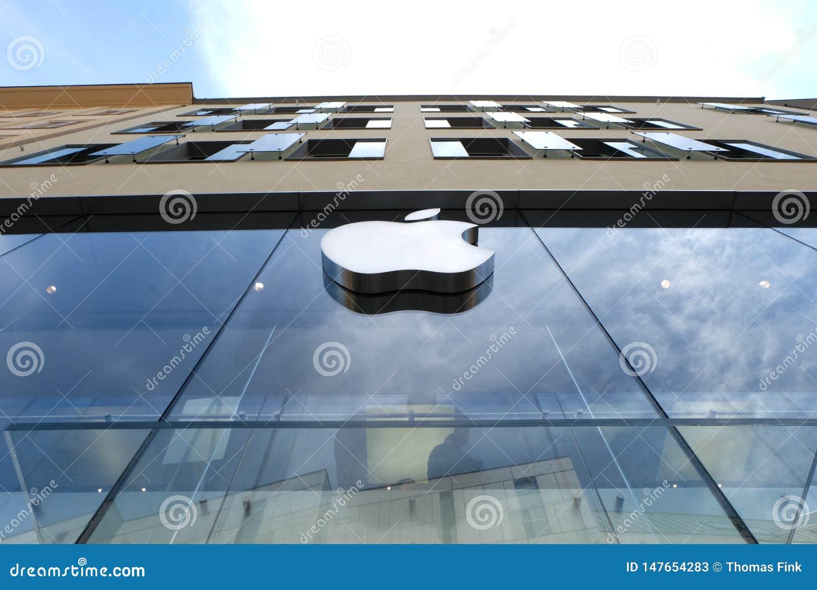 Apple Store i Munich med himmel