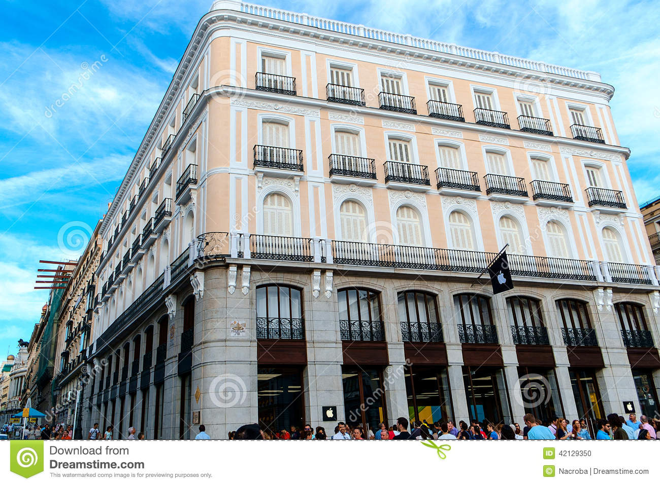 Apple Store in Madrid editorial image. Image of brand ...