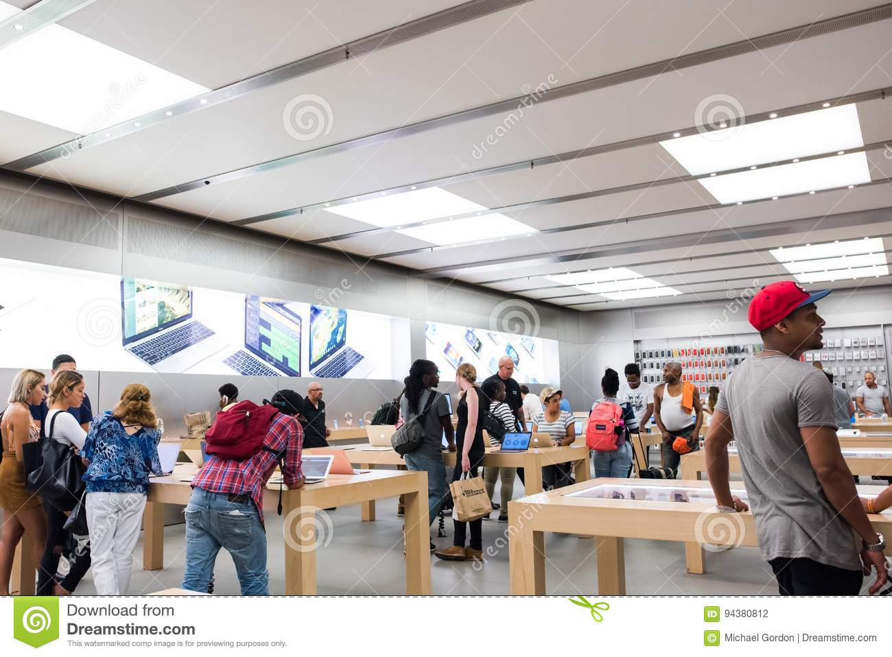Apple store in NYC editorial photography  Image of customers - 94380812