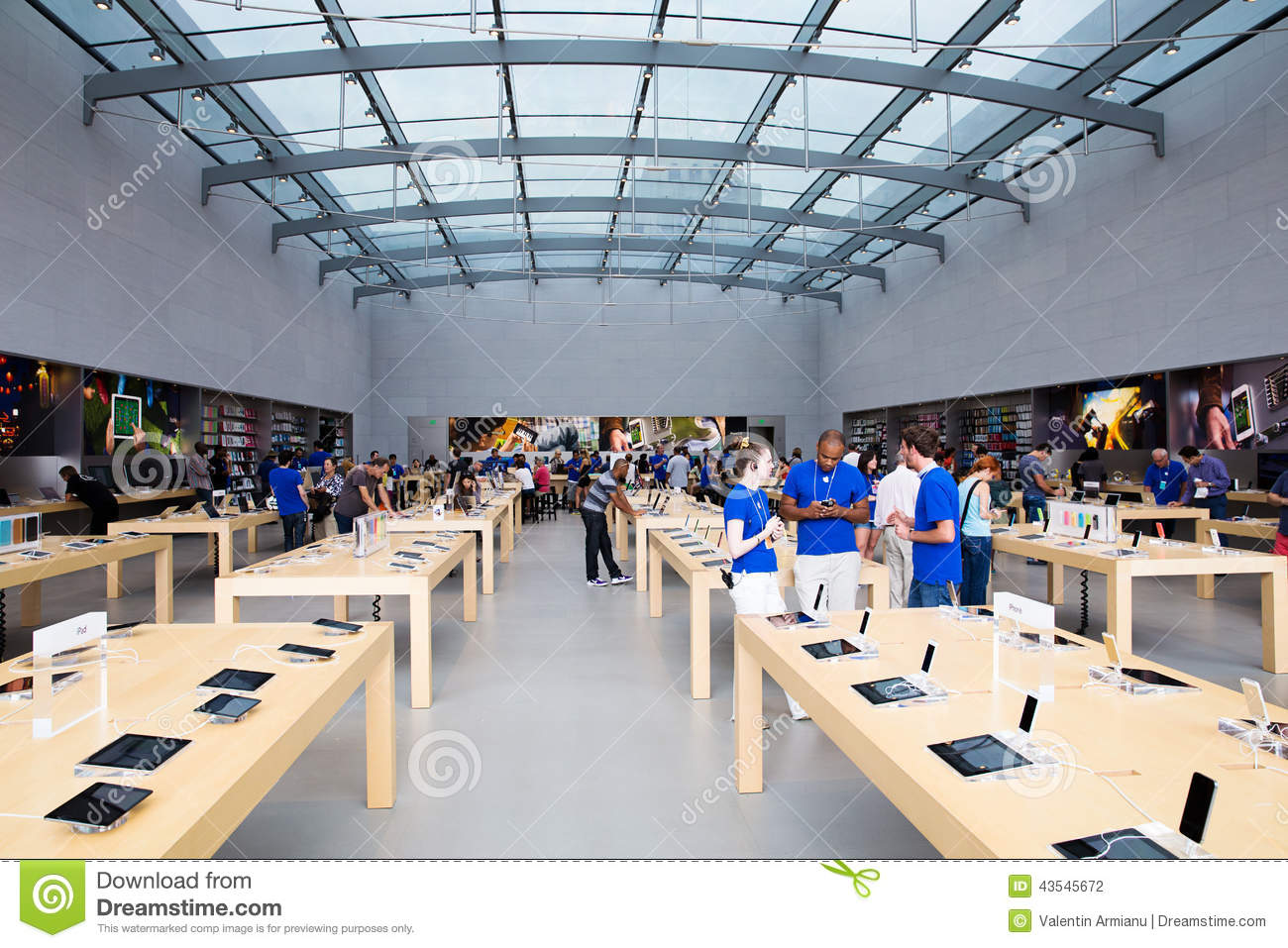 The Apple Store is located in Otay Ranch Town Center, facing Kestral Falls Road. Otay Ranch Town Center is located near the intersection of the and Olympic Parkway in eastern Chula Vista. Parking: Streetfront, or behind store near Barnes & Noble.