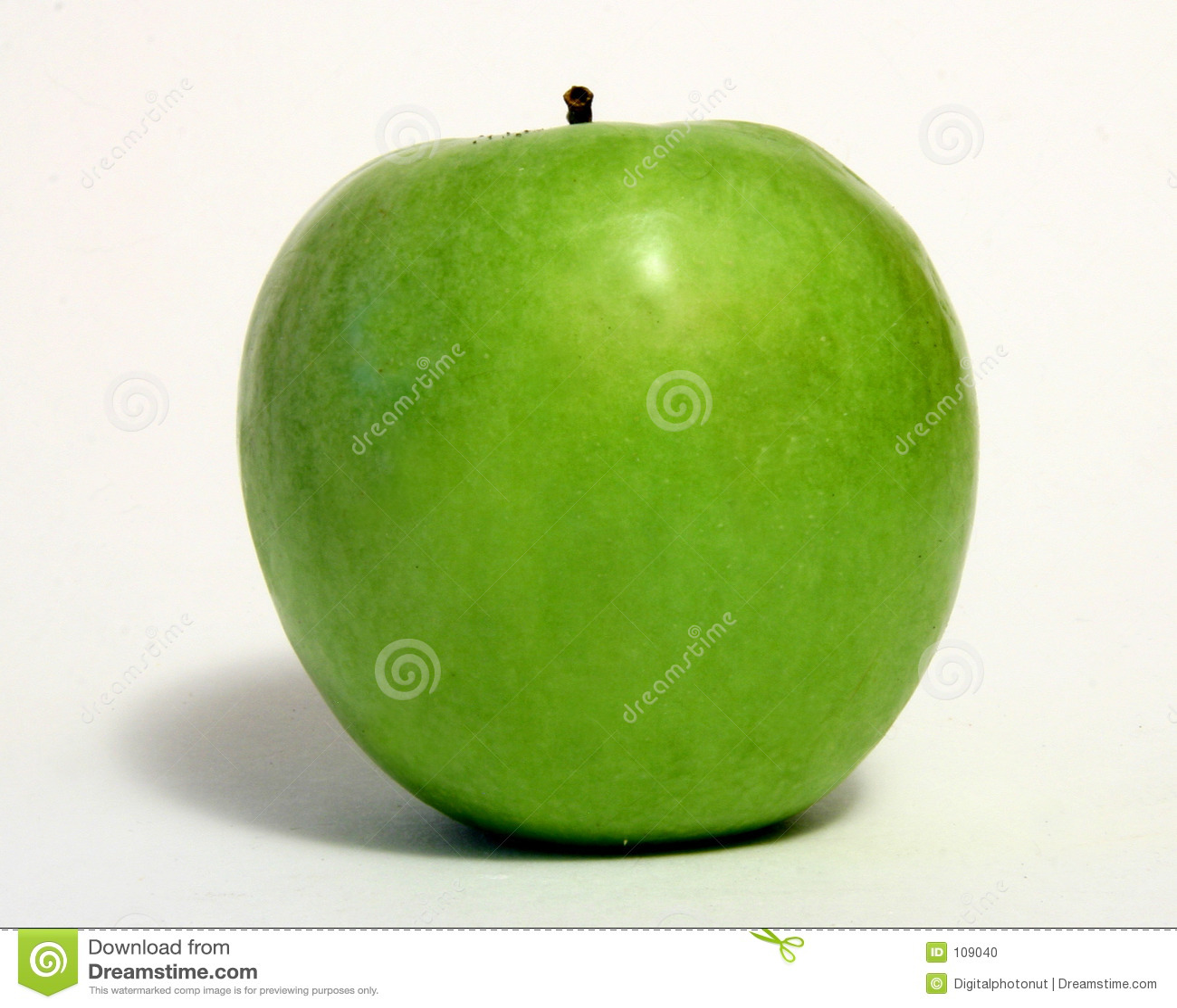 Apple verde sobre o branco