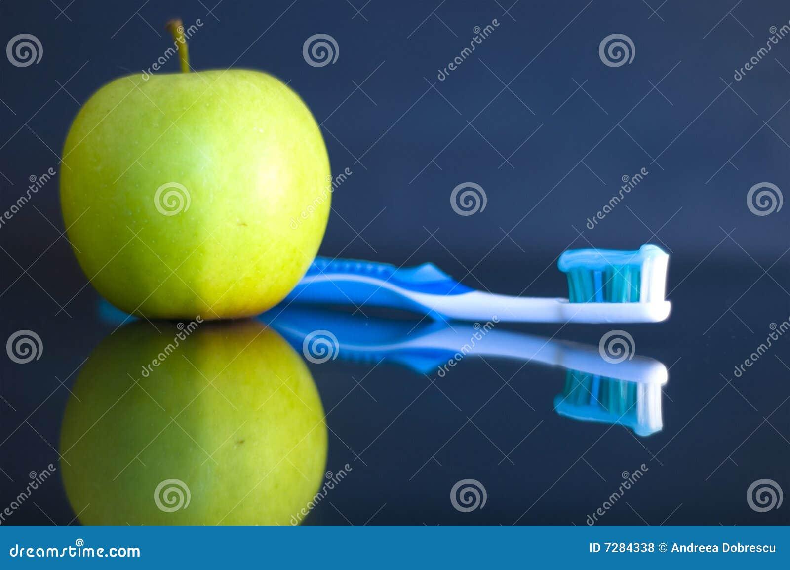 Apple y cepillo de dientes
