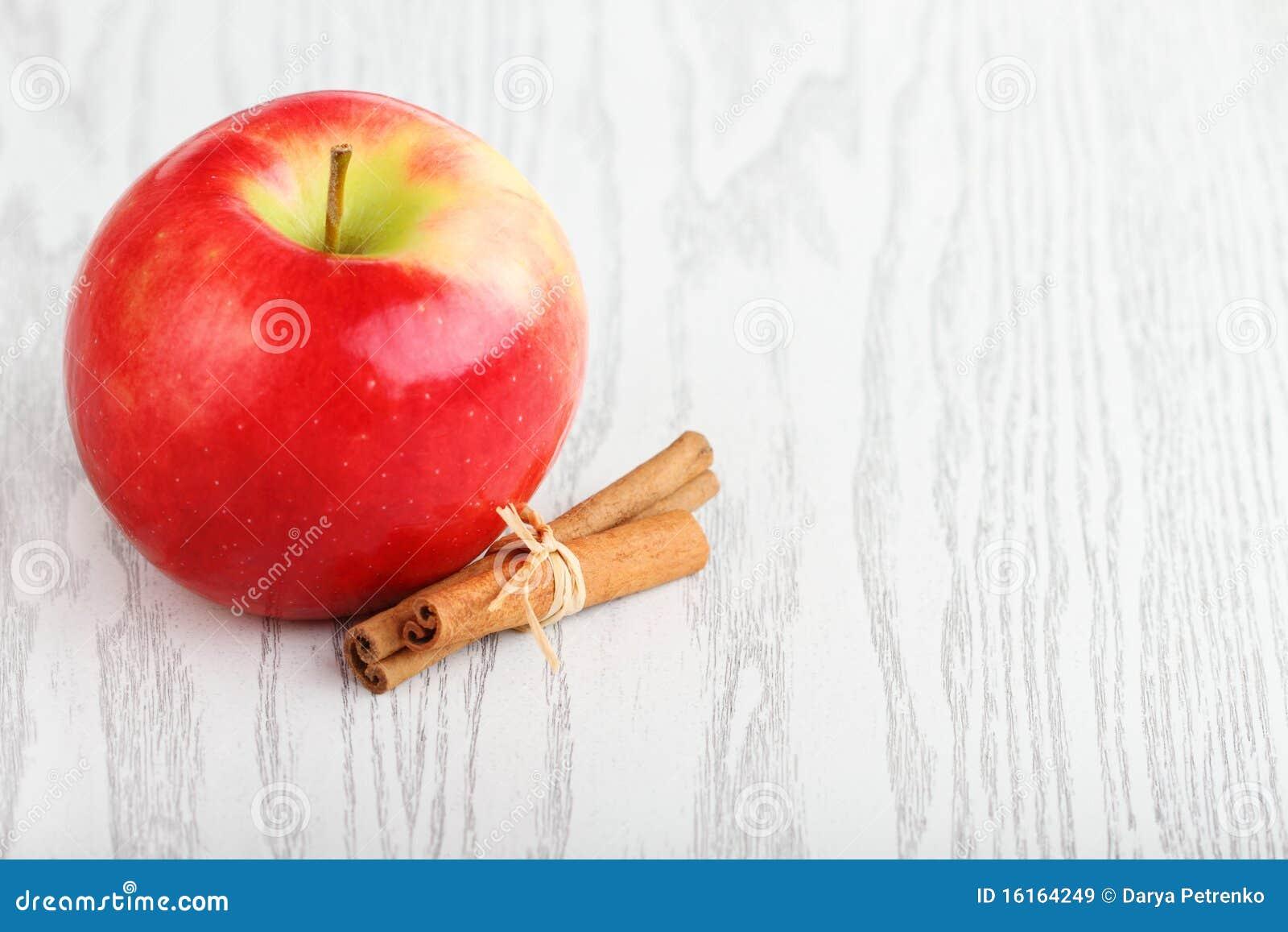 Apple y cinamomo