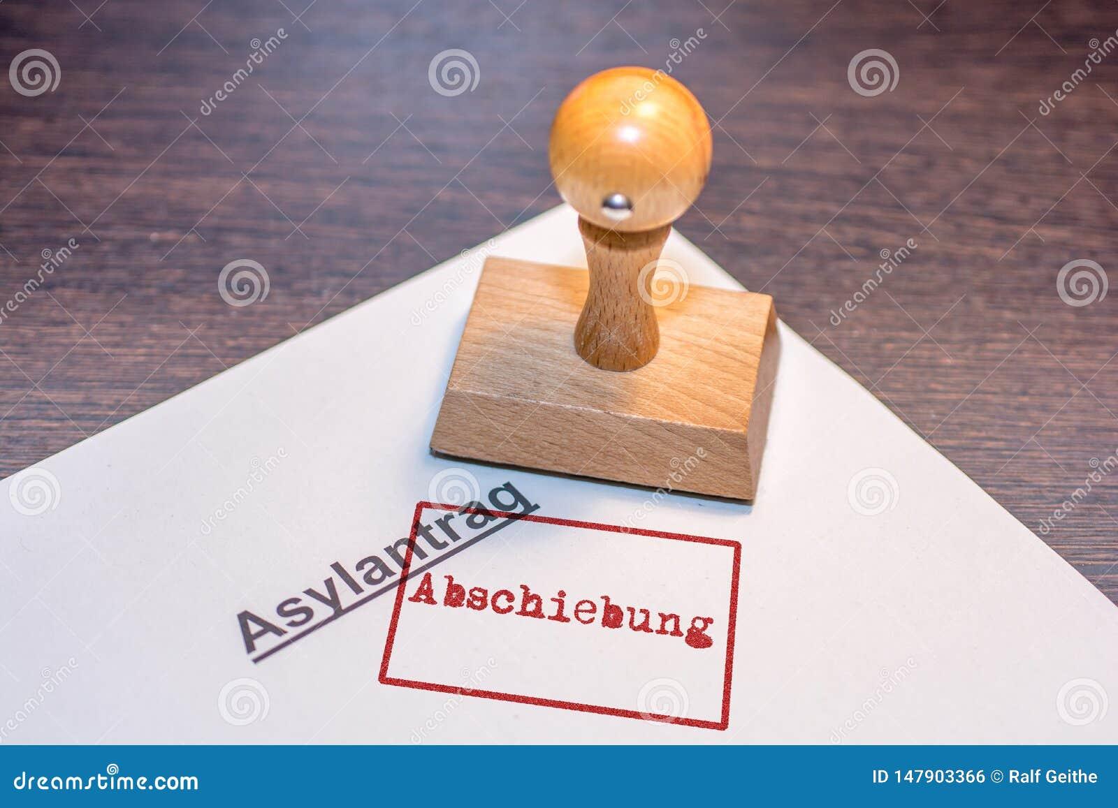 """Application d asile avec un timbre du mot allemand """"déportation """""""