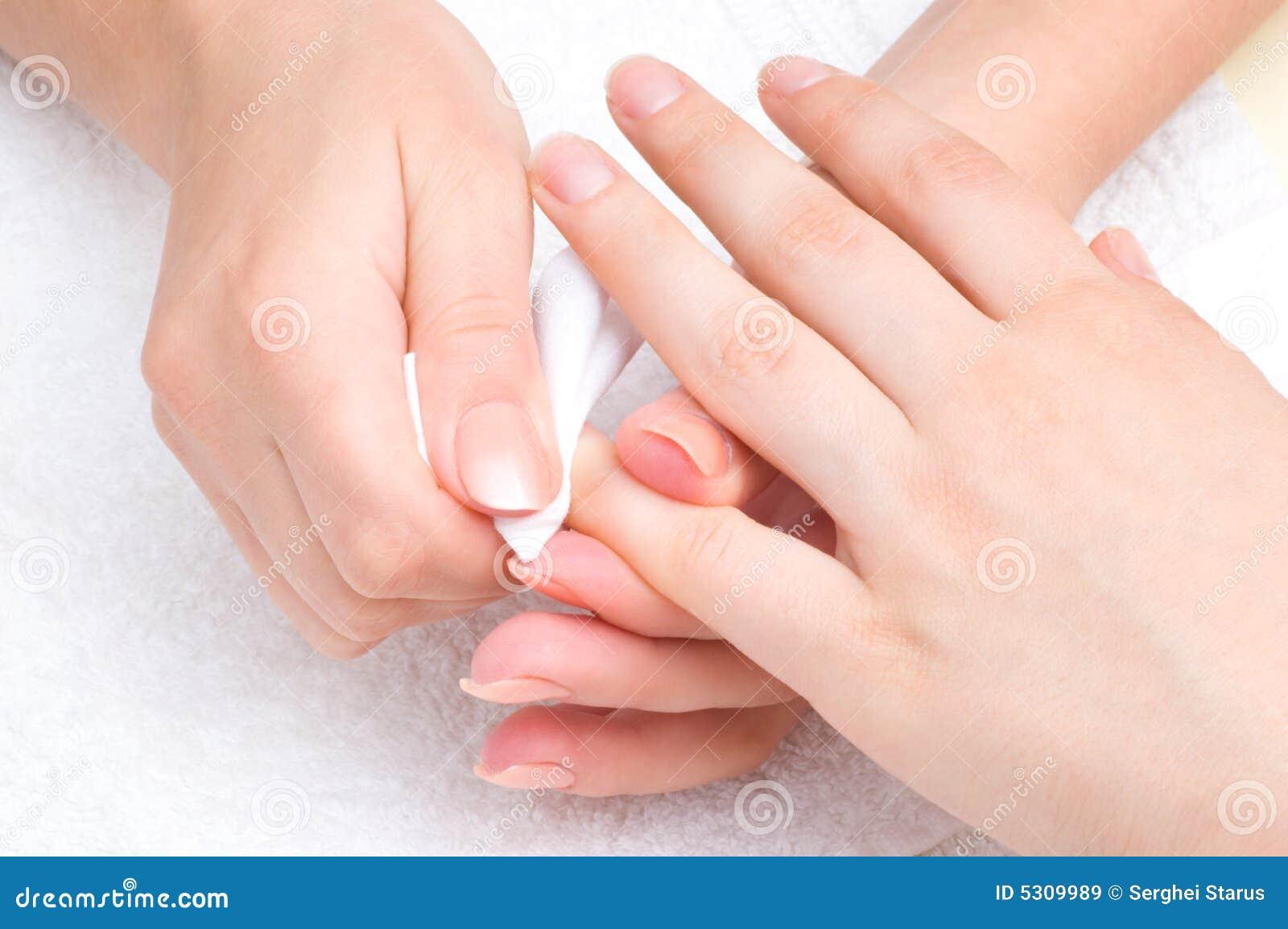 Download Applicazione Del Manicure - Pulire Il Moisturizer Immagine Stock - Immagine di manicure, corpo: 5309989