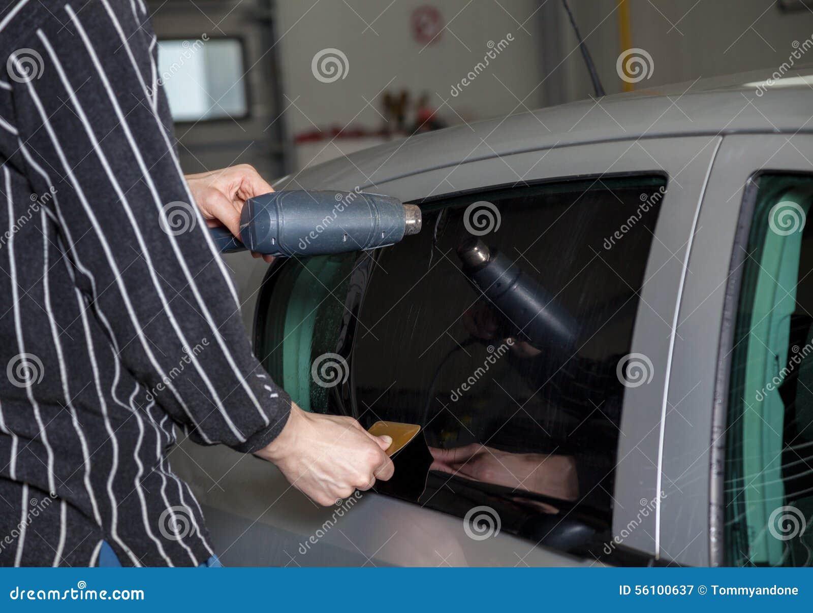Applicera tona folie på ett bilfönster