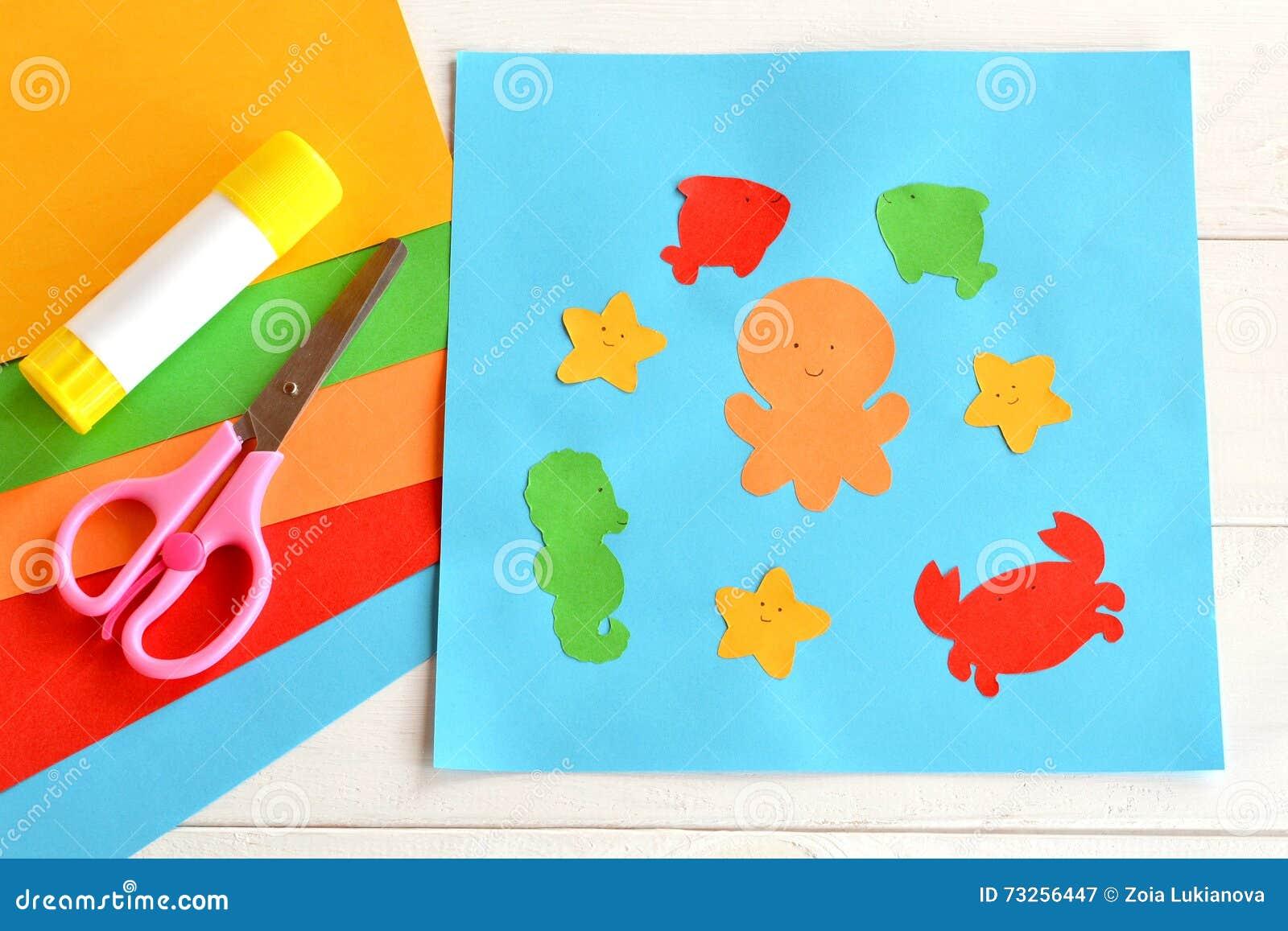 Applique di carta con gli animali ed i pesci di mare lezione di