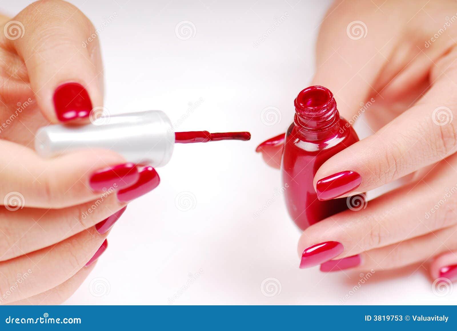 Как накрасить ногти красным лаком фото