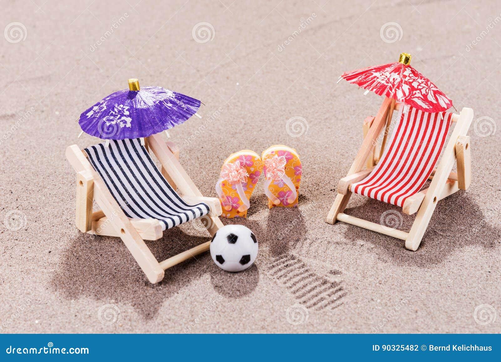 Appréciez la plage dans la chaise de plage