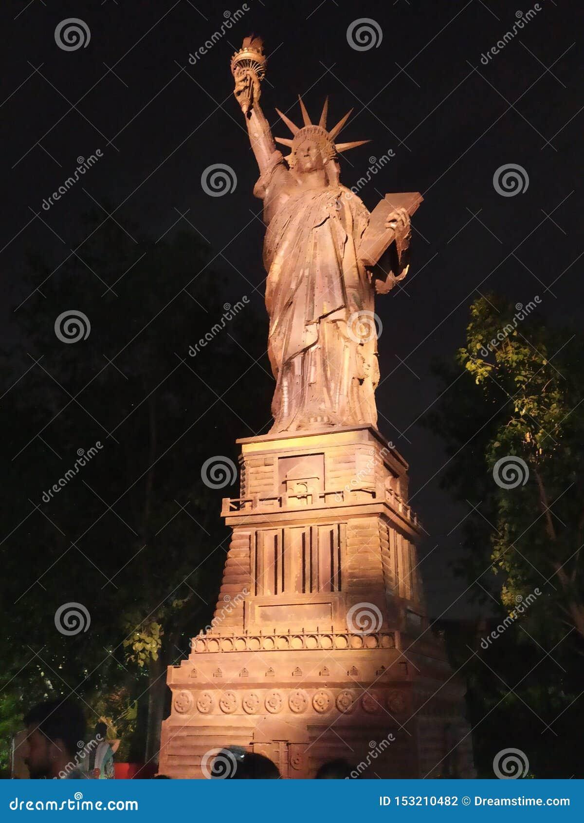 Appréciez la statue de la liberté à Delhi