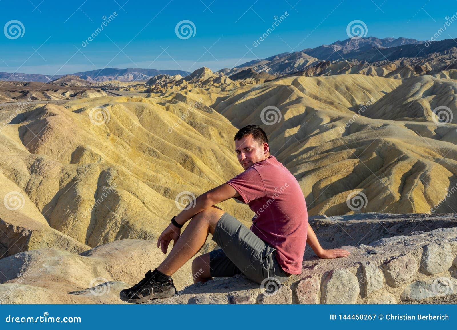Appréciez la vue au point de Zabriske dans Death Valley