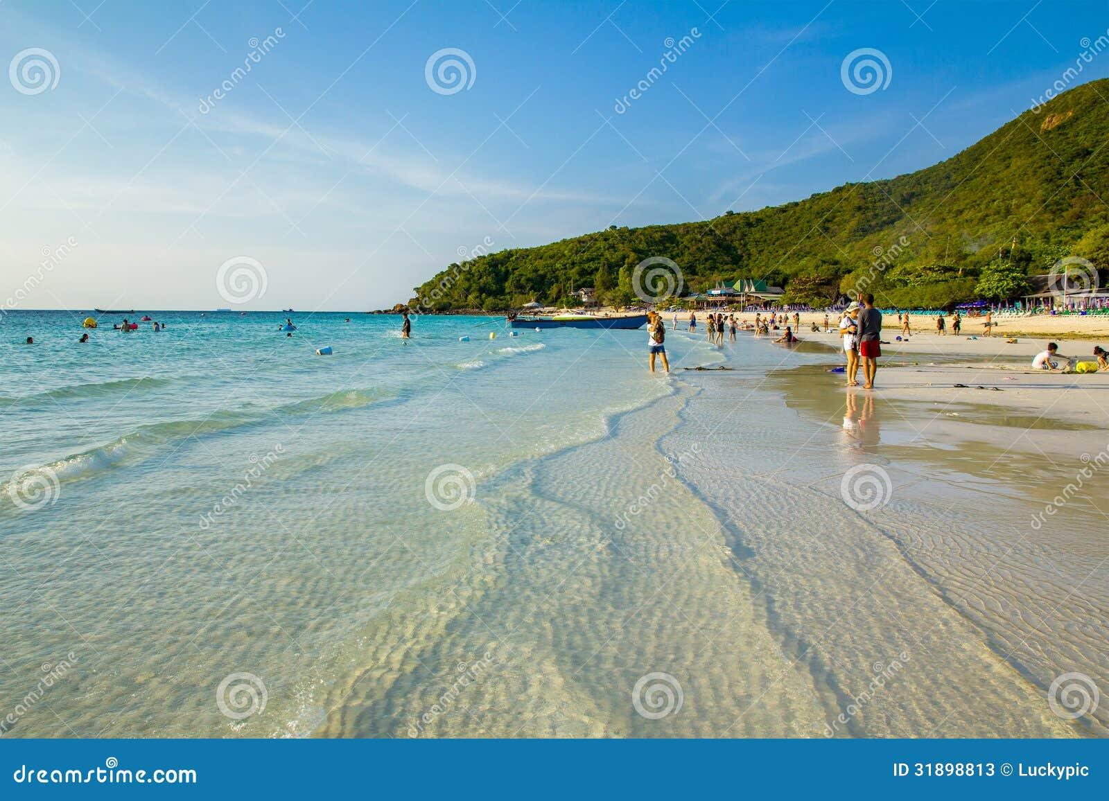 Appréciez les personnes à la plage
