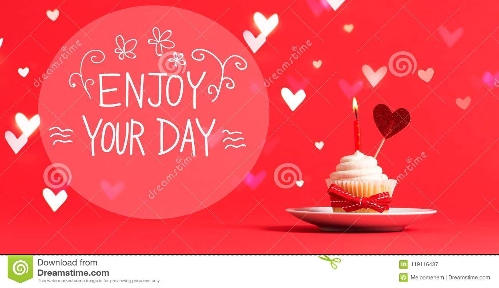 Appréciez votre message de jour avec le petit gâteau et le coeur