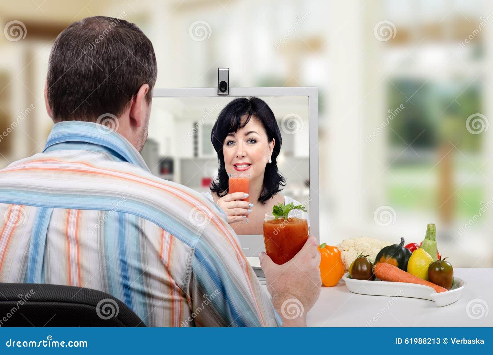Apprenant comment faire un smoothie de vegan photo stock image 61988213 - Comment faire des smoothies ...