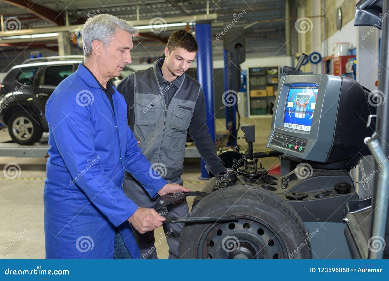 auto mechanic apprenticeship requirements