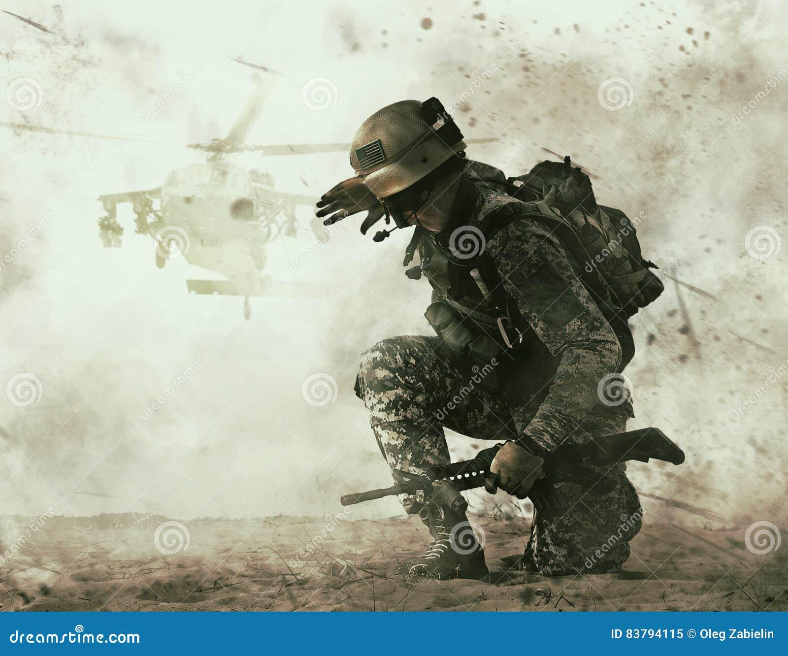 Approche de soldat et d hélicoptère de combat des USA