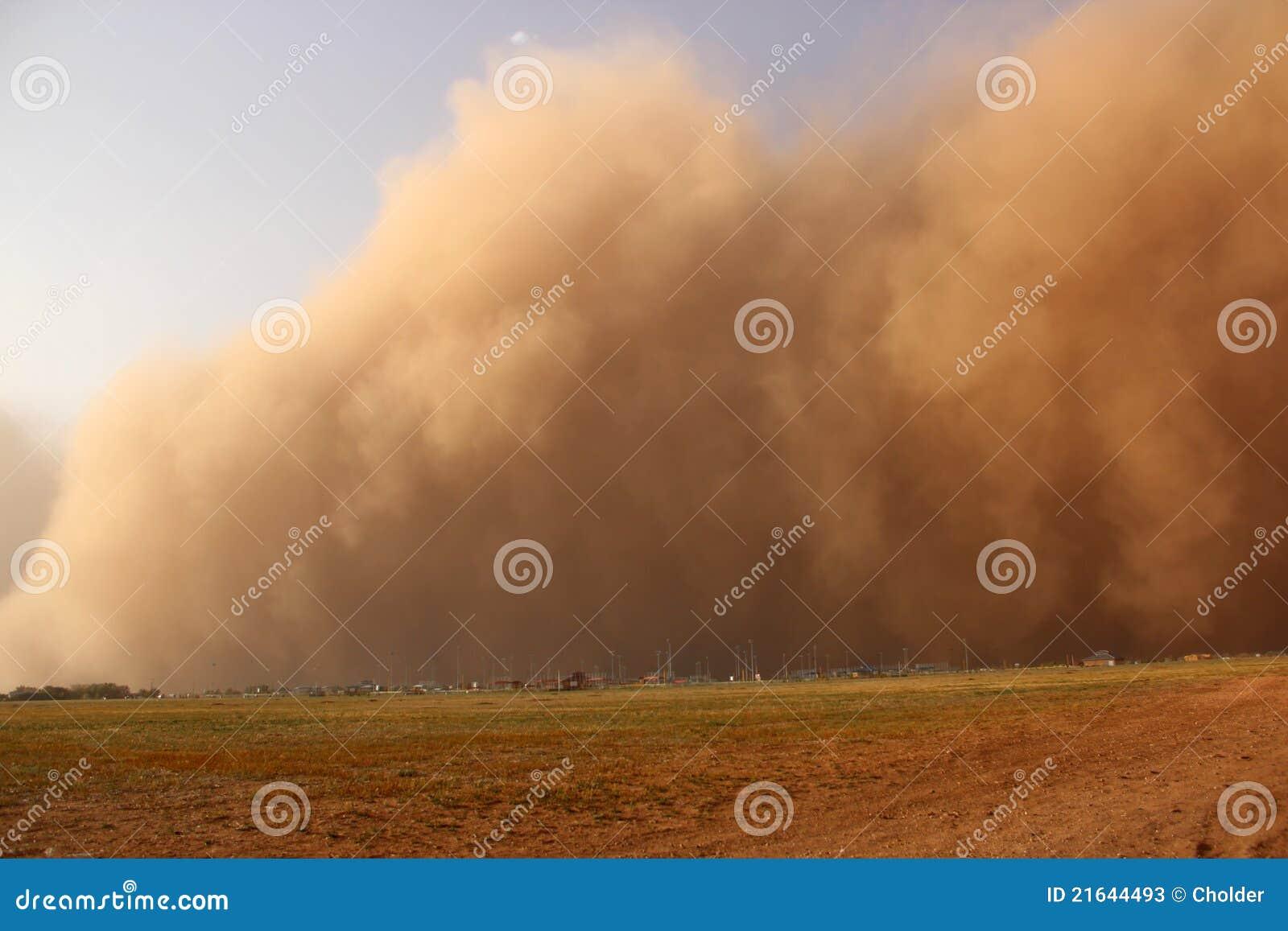 Approche de tempête de poussière