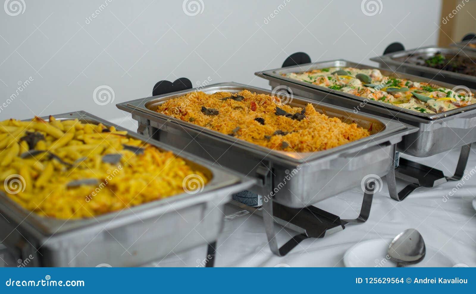 Approvvigionamento culinario della cena del buffet di cucina che pranza concetto del partito di celebrazione dell alimento