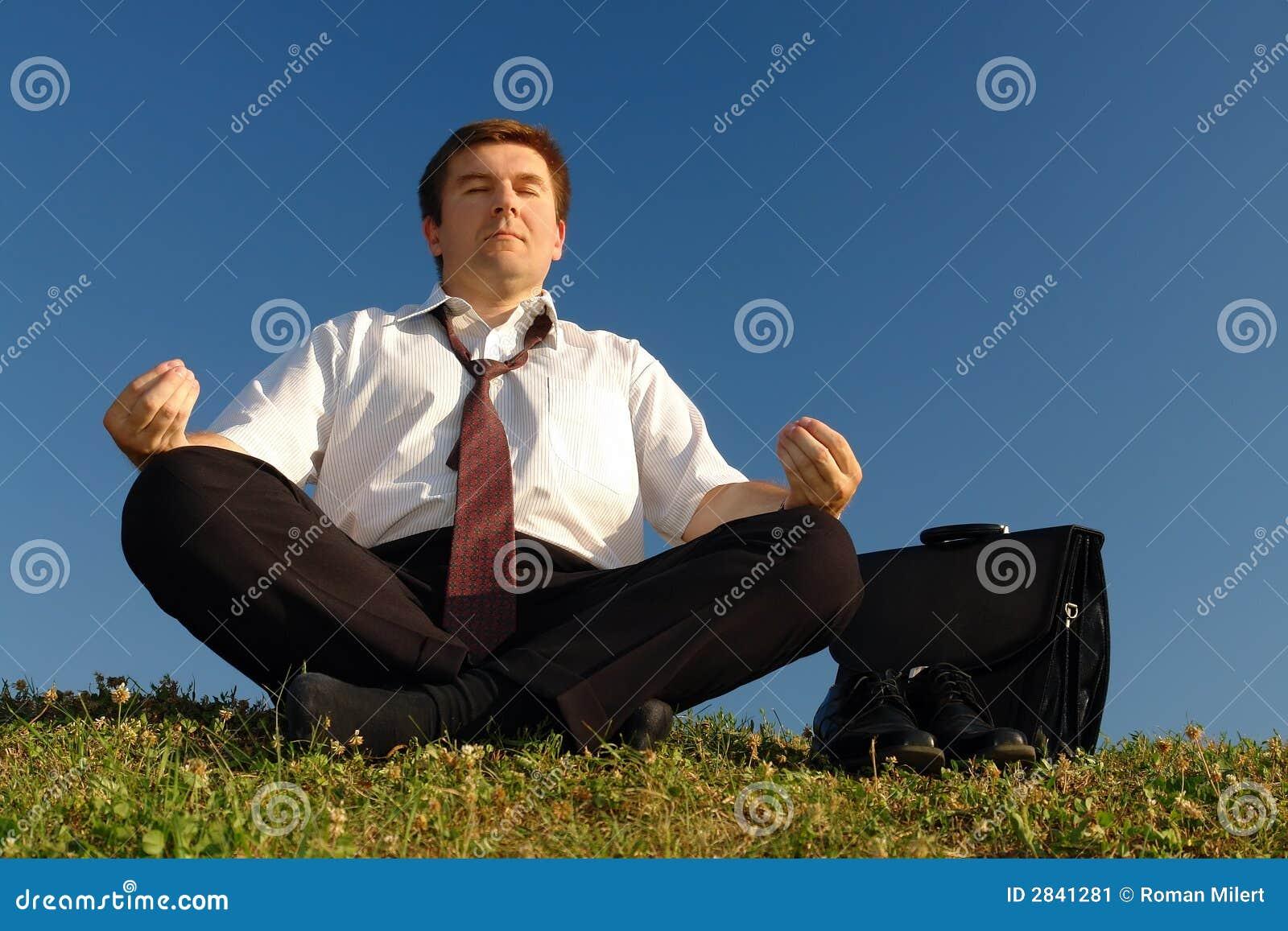 Après-fonctionnez la méditation