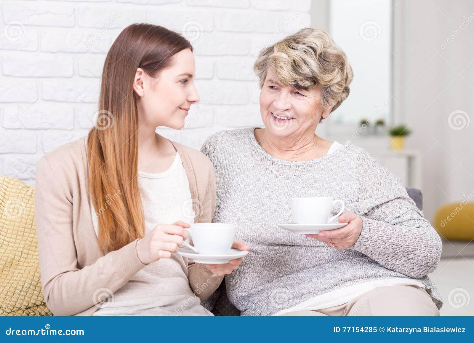Après-midi de détente avec la bonne vieille grand-maman