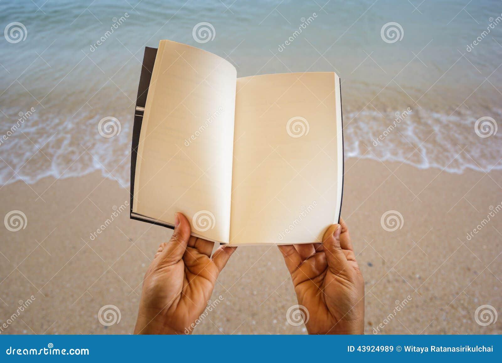 Apra il libro della pagina in bianco alla spiaggia - Alla colorazione della spiaggia ...