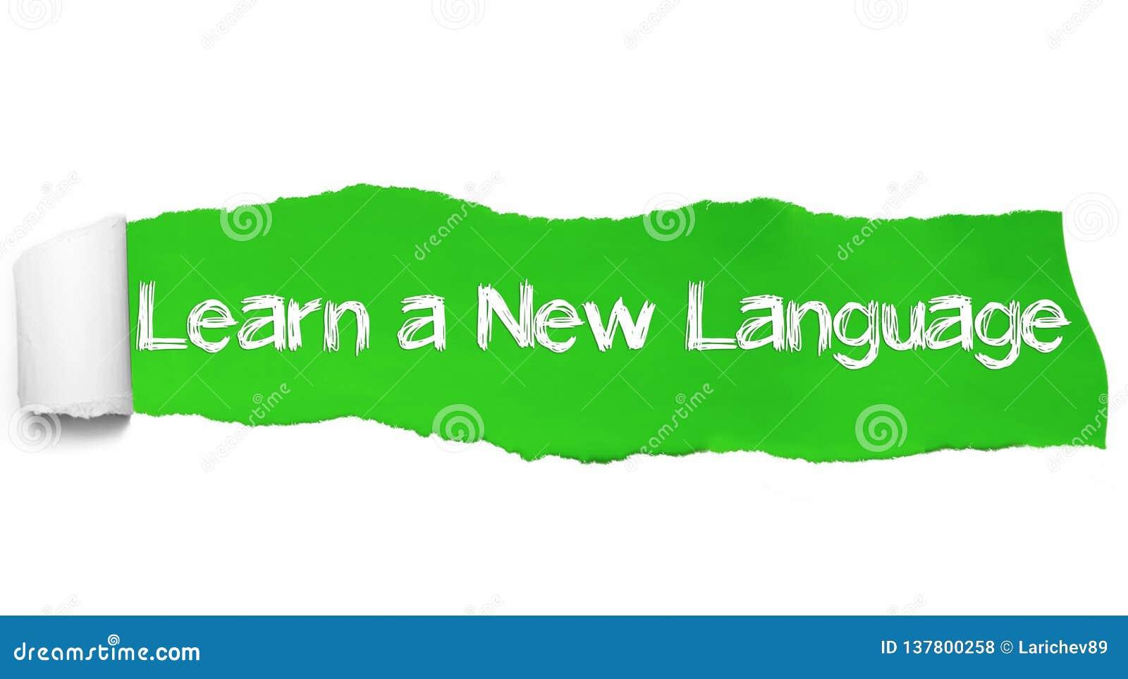 Aprenda um texto novo da língua, o conceito da inspiração, da motivação e do negócio no papel rasgado verde