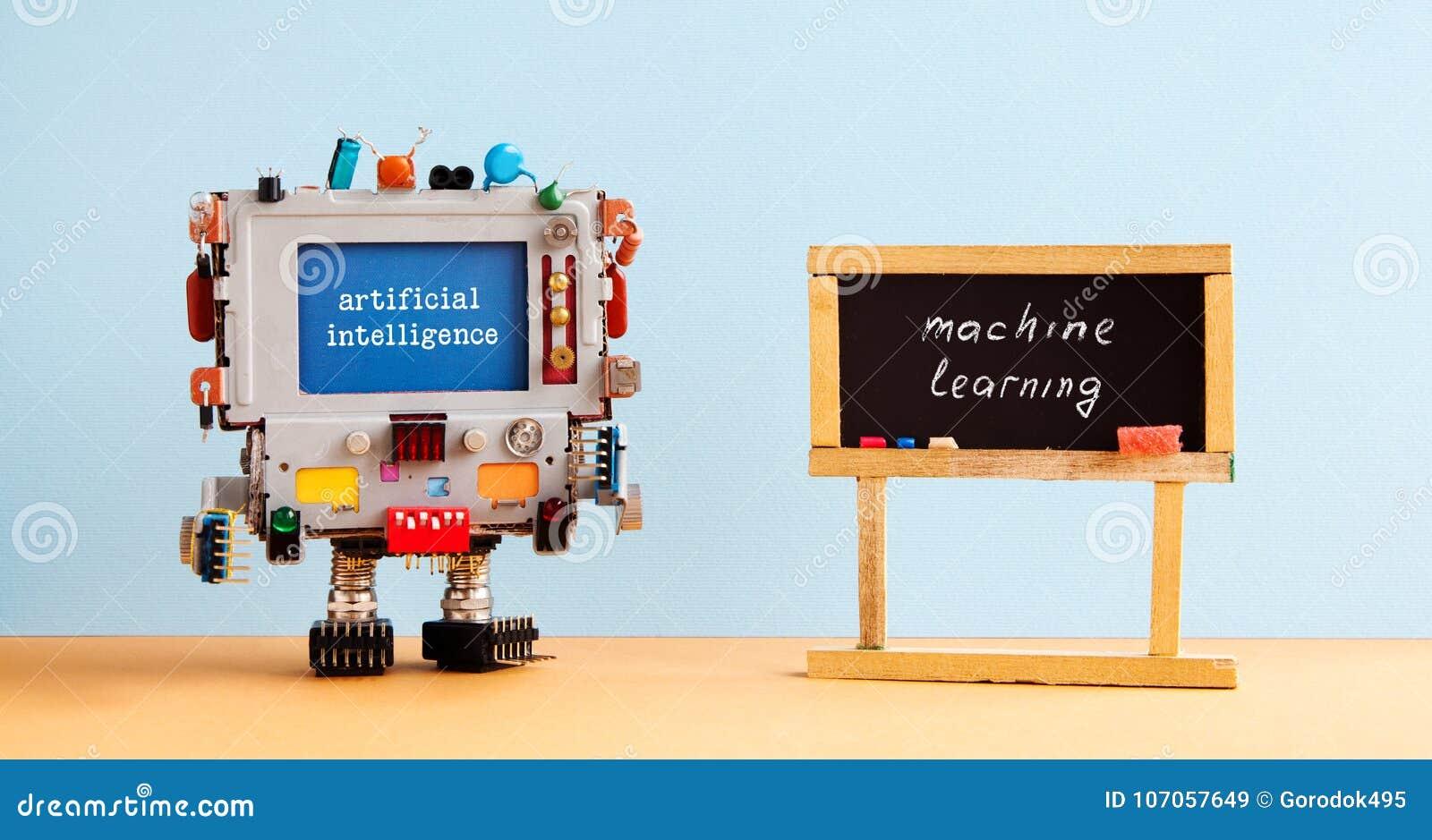 Aprendizaje de máquina de la inteligencia artificial Interior de la sala de clase de la pizarra del negro del ordenador del robot