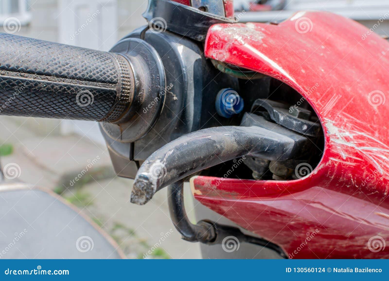 Apretón de la vespa Cierre encima del freno de la motocicleta y de la pieza del embrague