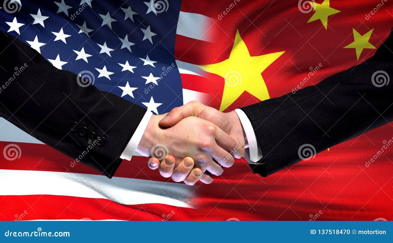 Apretón de manos de Estados Unidos y de China, amistad internacional, fondo de la bandera