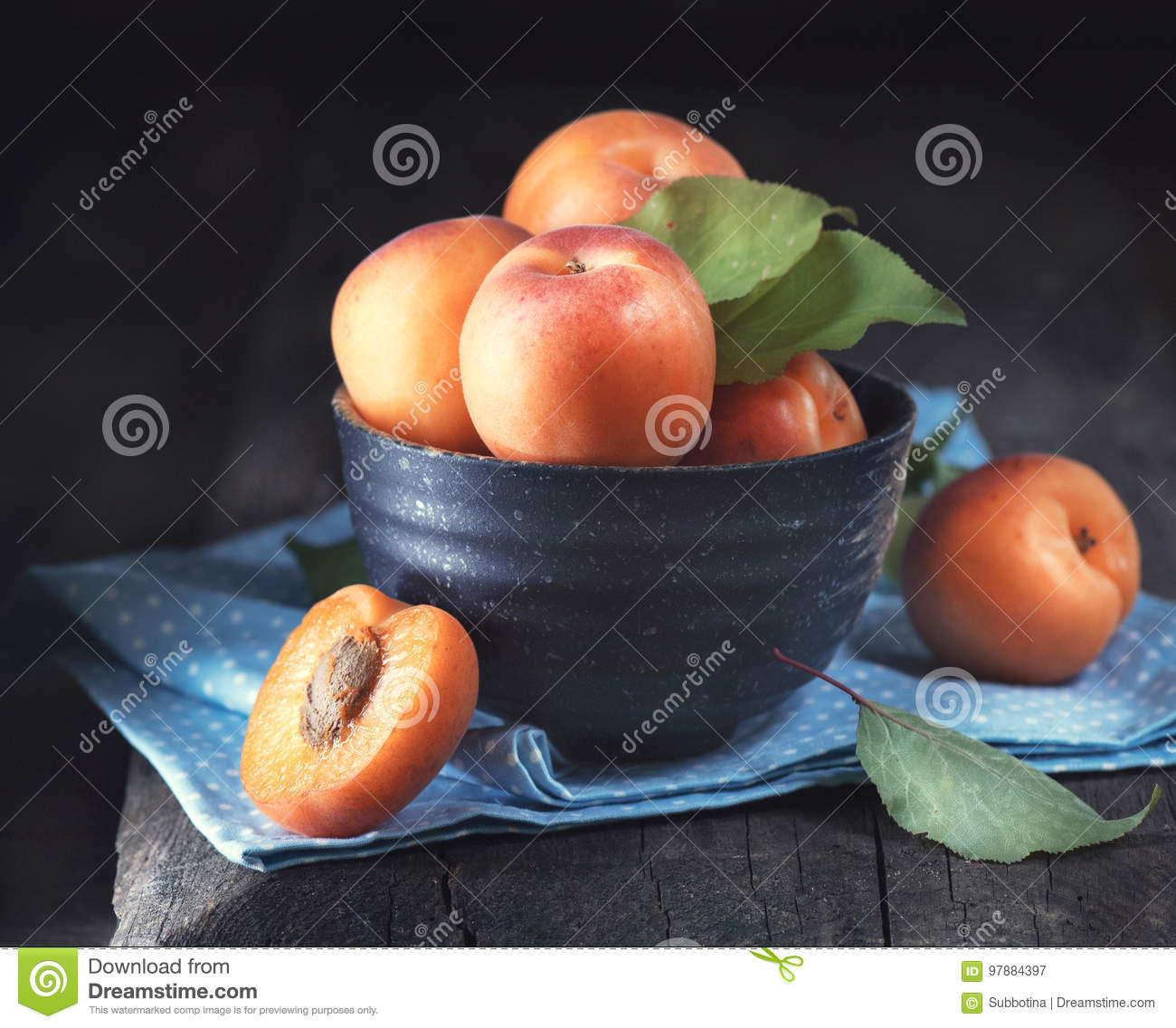 Apricots. Closeup of fresh organic apricot fruits in a bowl