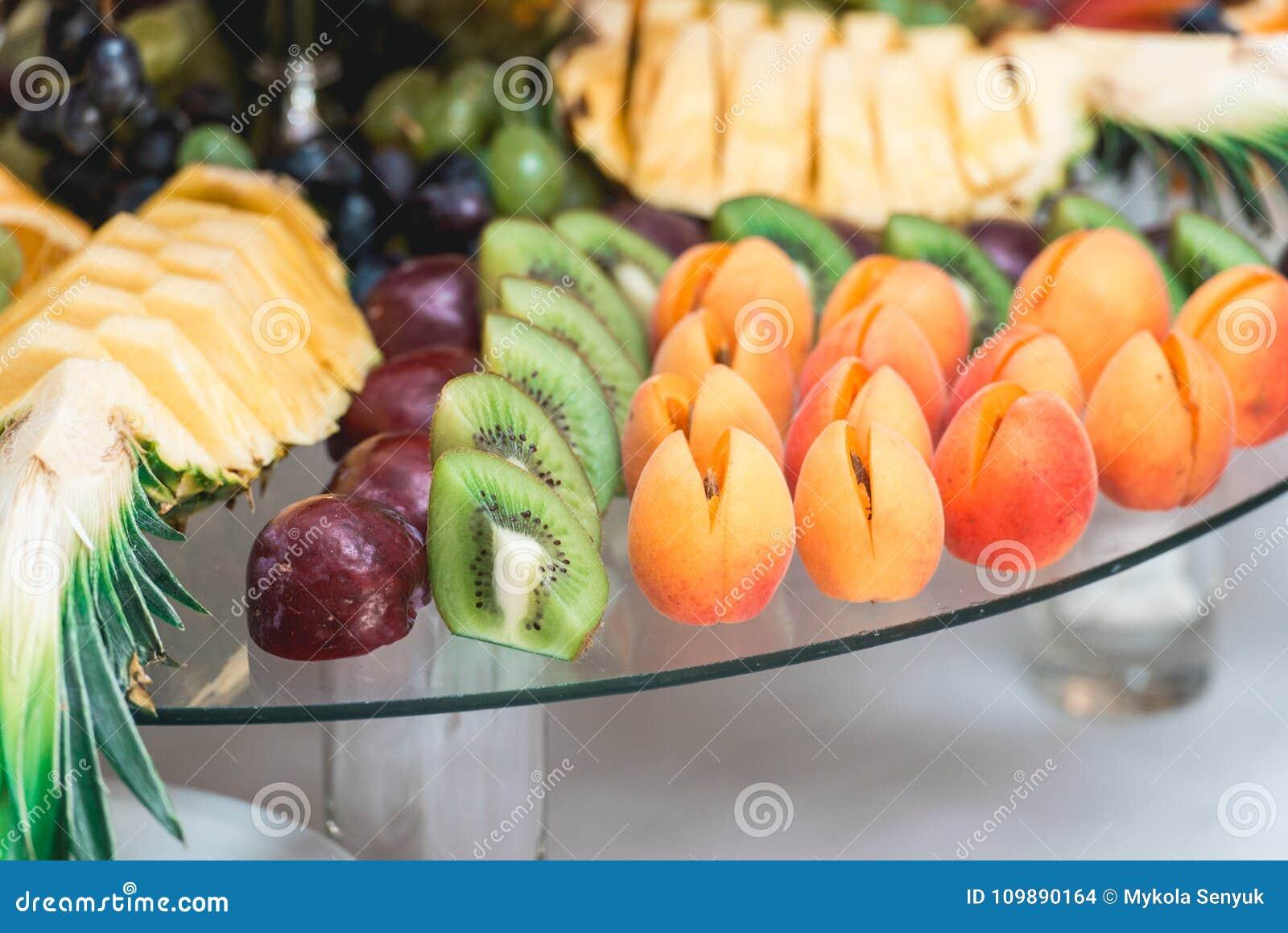 Aprikosenpflaumen Ananas und Kiwi