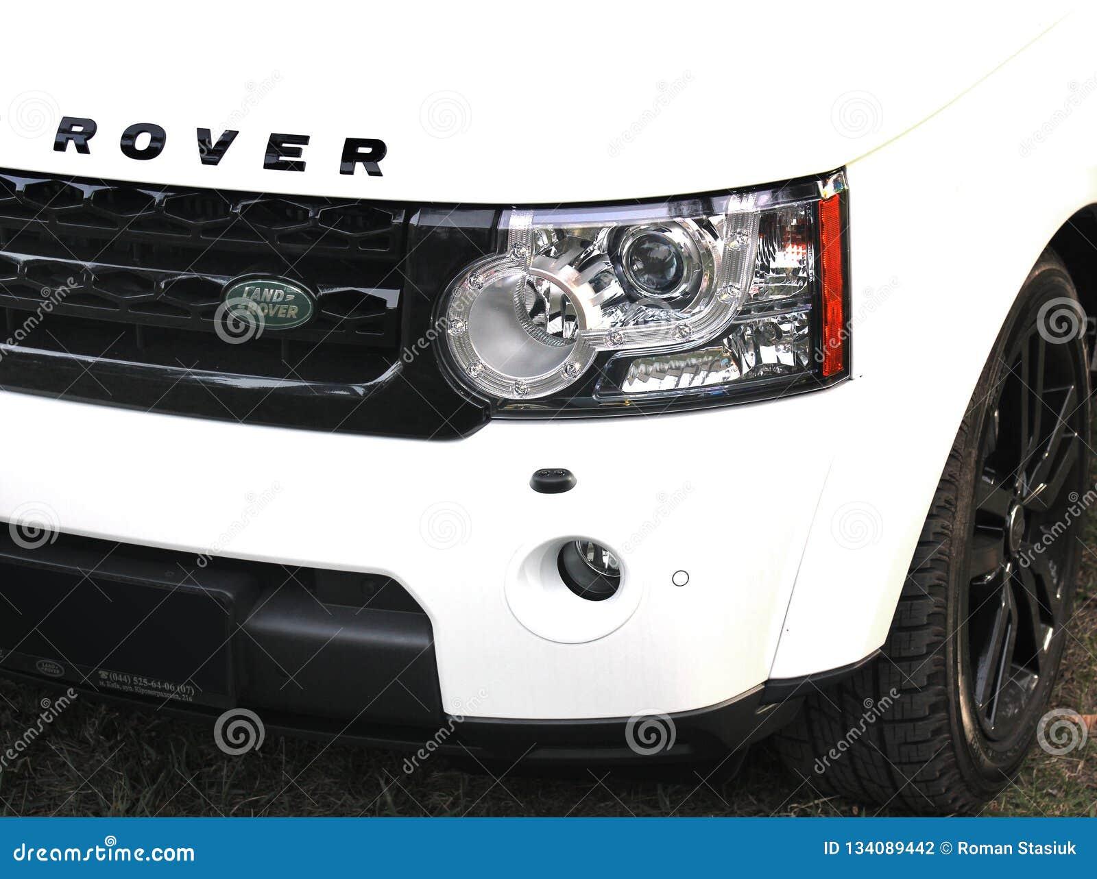 25 april, 2015 Kiev, de Oekraïne; Landwaaier Rover Discovery 4