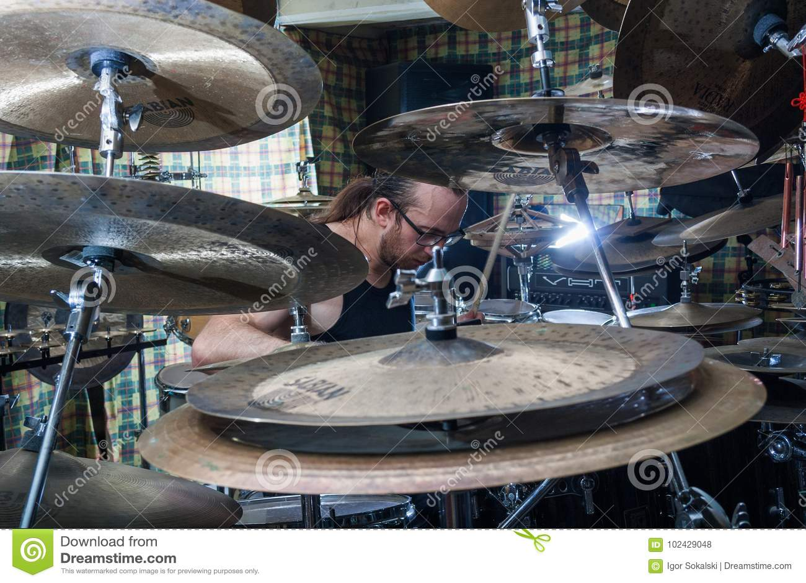 Alexey Bobrovsky melodic drumming