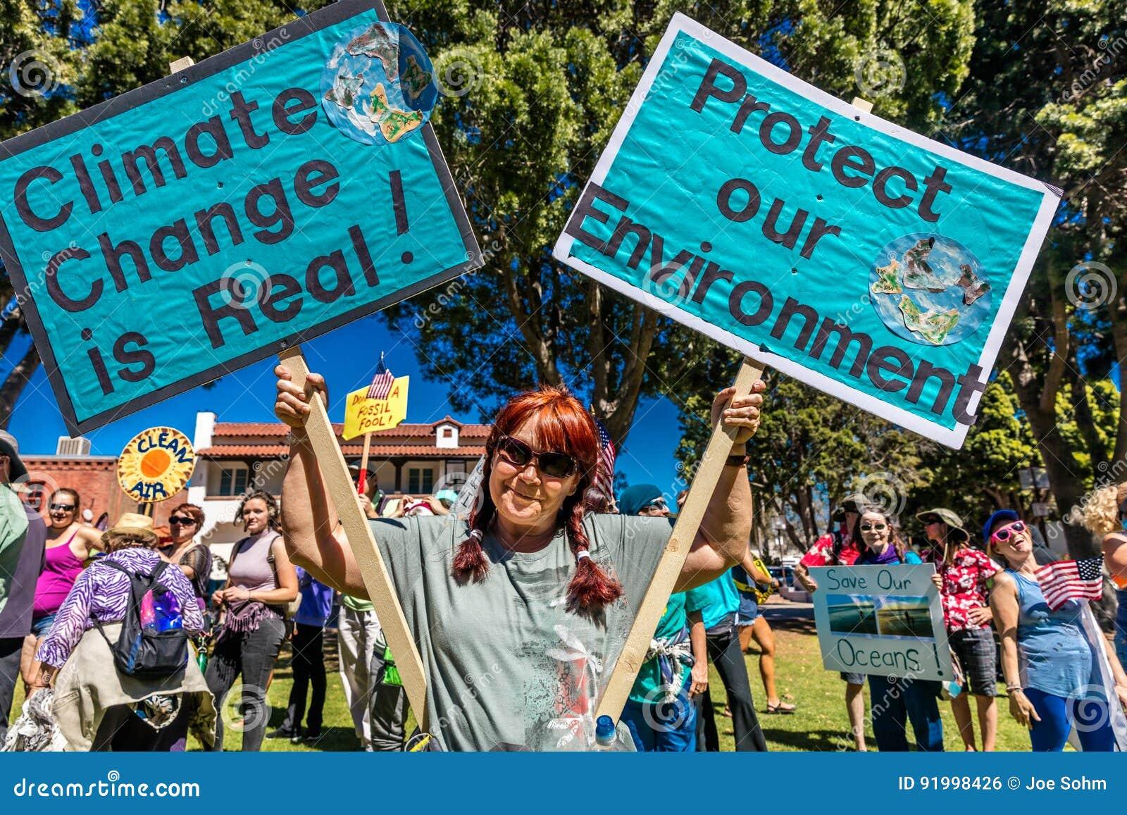 APRIL 29, 2017 - VENTURA KALIFORNIEN - protesterare visar på jorddag mot presidenttrumfs miljö- politik