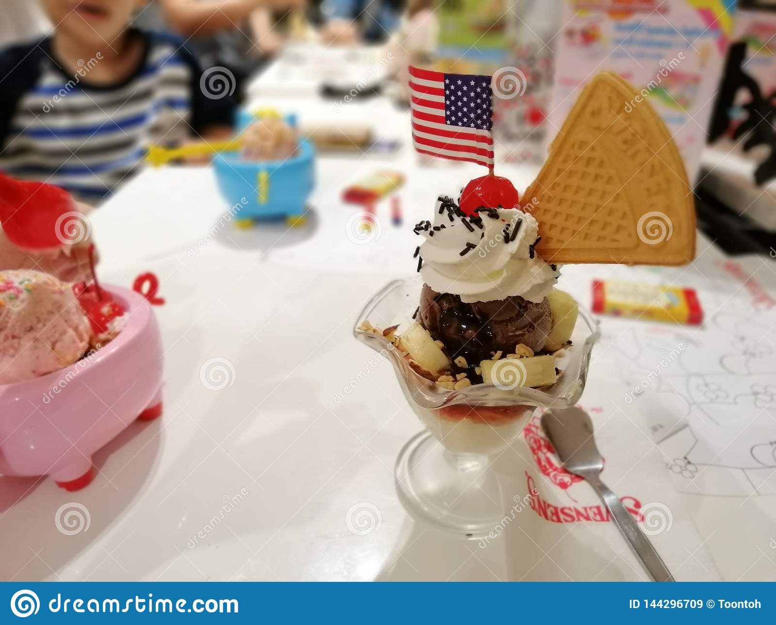 8 aprile 2019, la Bangkok-Tailandia, gelato centrale di Swensen Trat Ladprao