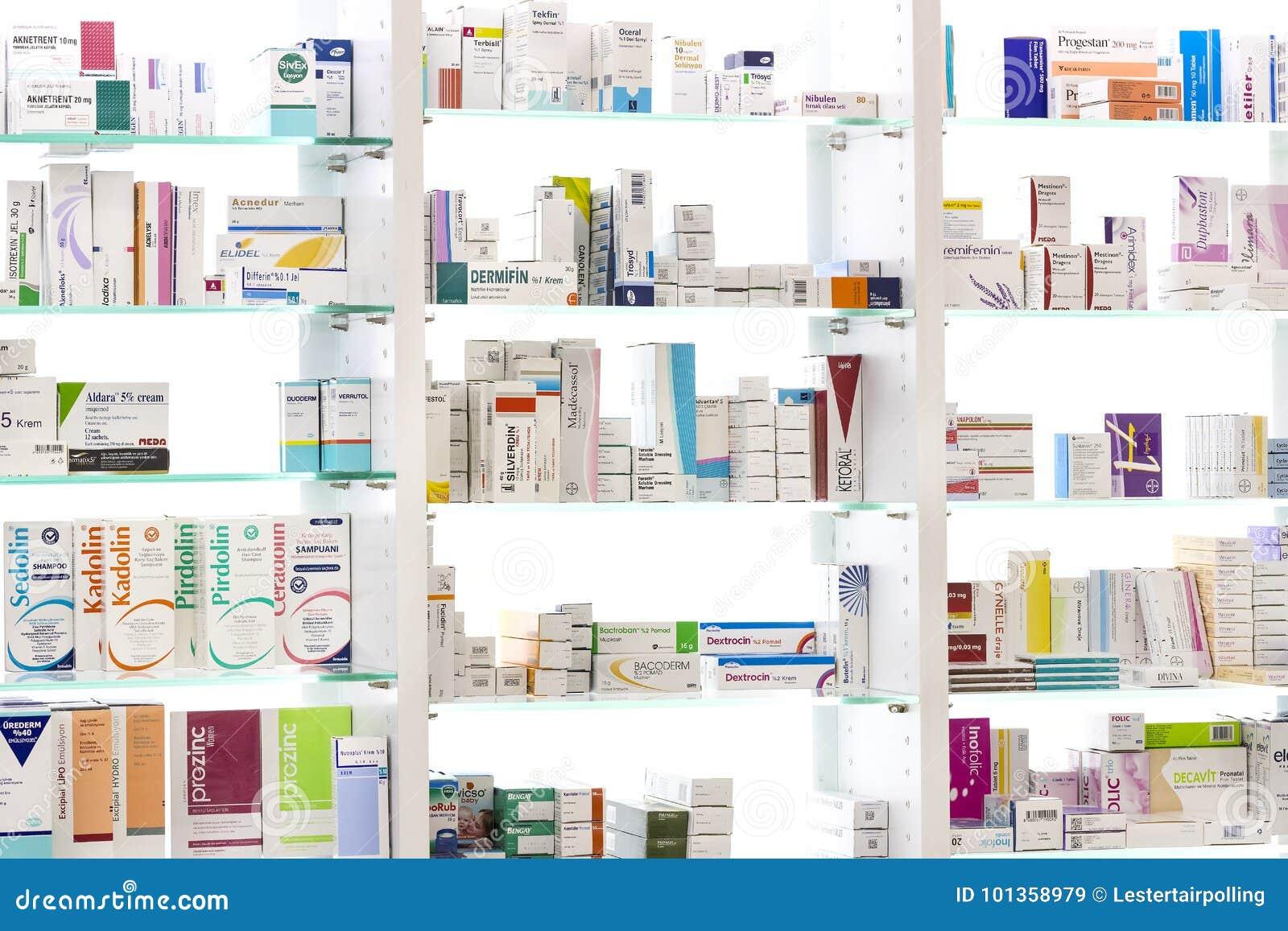 Apteka gabinety z pastylkami i karmowymi additives medycyn i leków