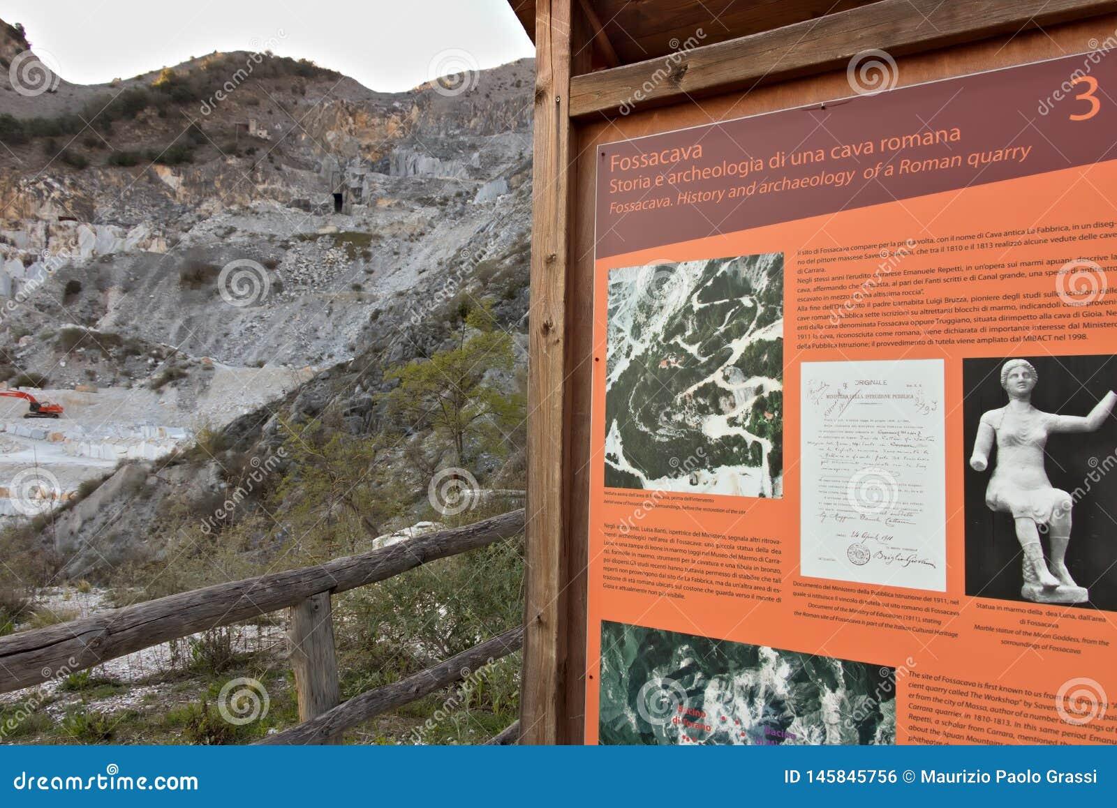 Apuan Alps, Kararyjscy, Tuscany, W?ochy Marzec 28, 2019 Antyczny ?up bielu marmur od Roma?skiego okresu