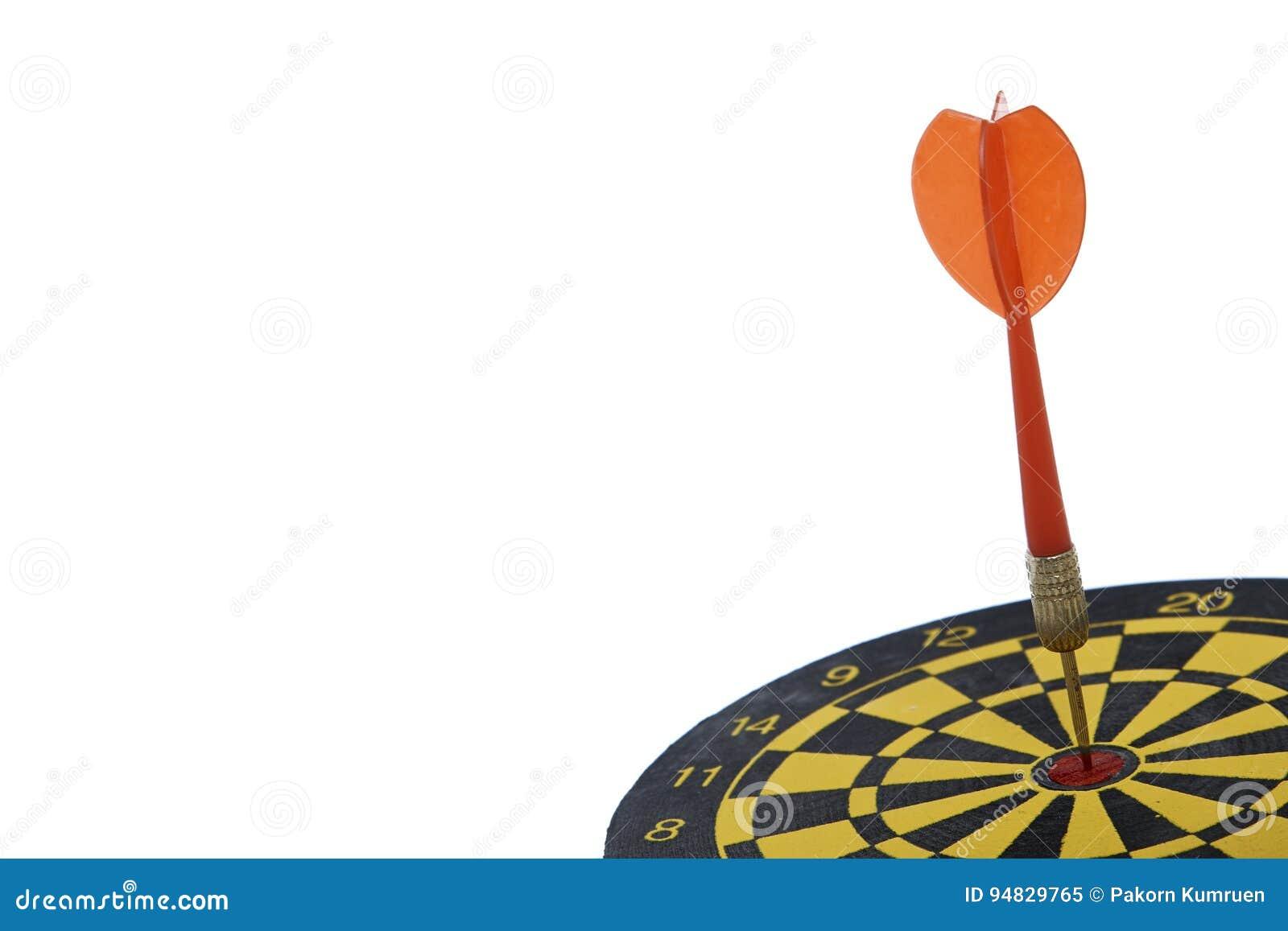 Apunte el dardo con la flecha roja aislada en el fondo blanco