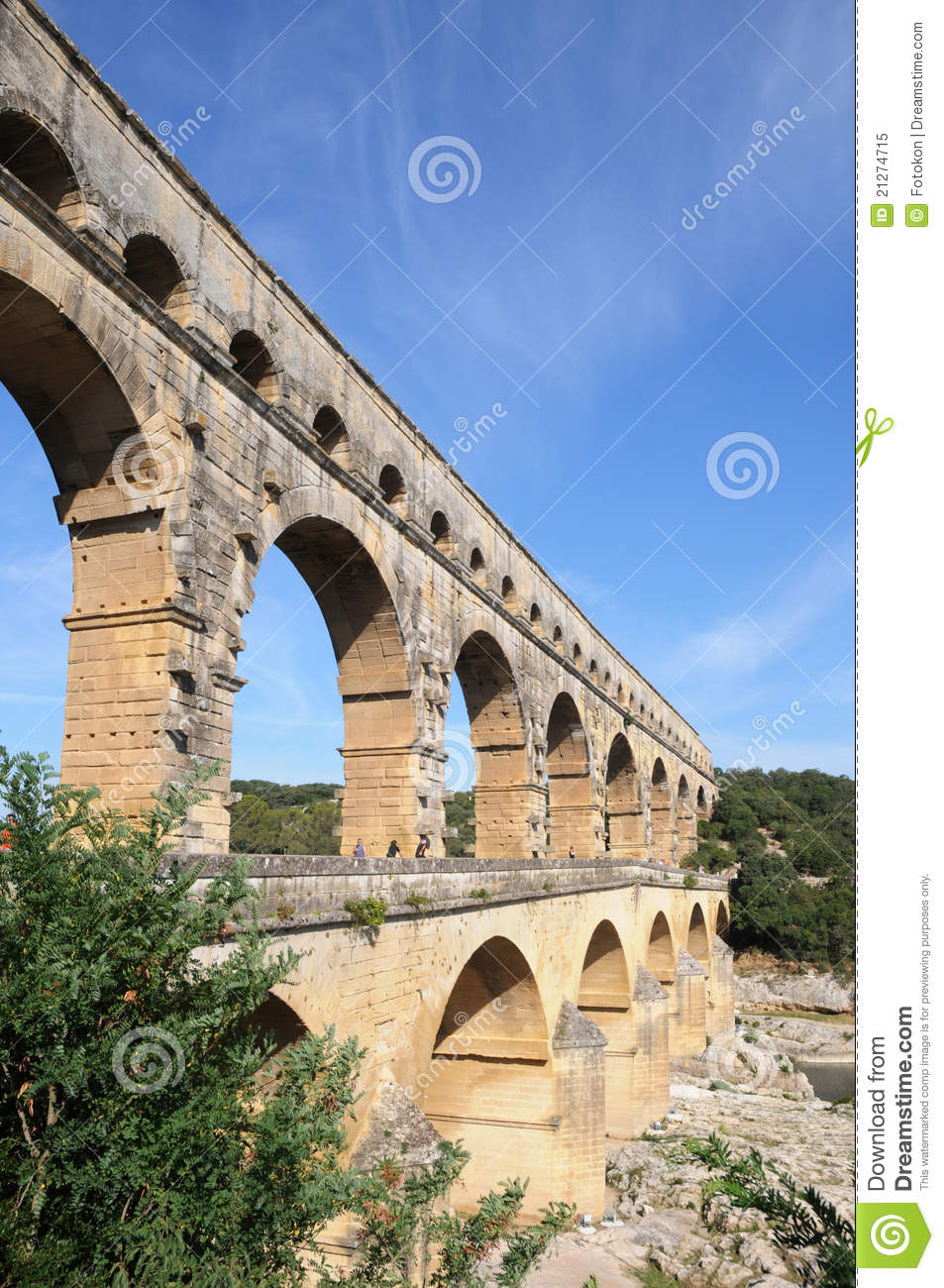 Aqueduct pont du gard in france stock image image of for Pont du gard architecte