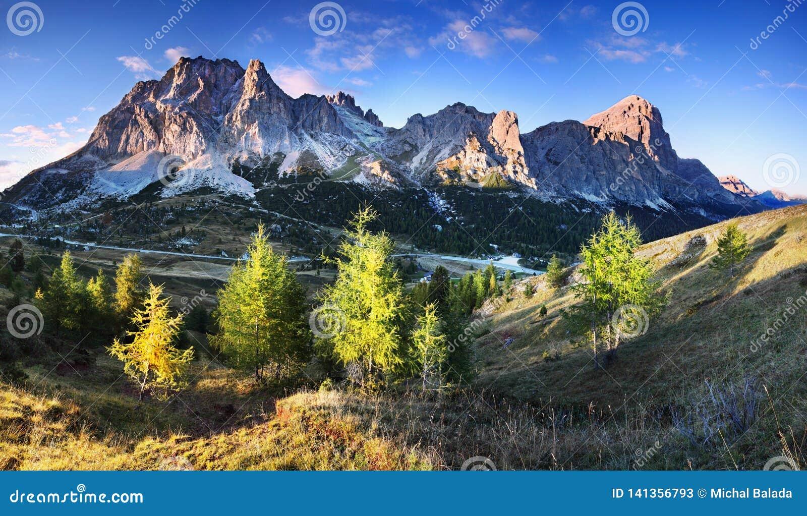 Arête de montagne de Cortina r r