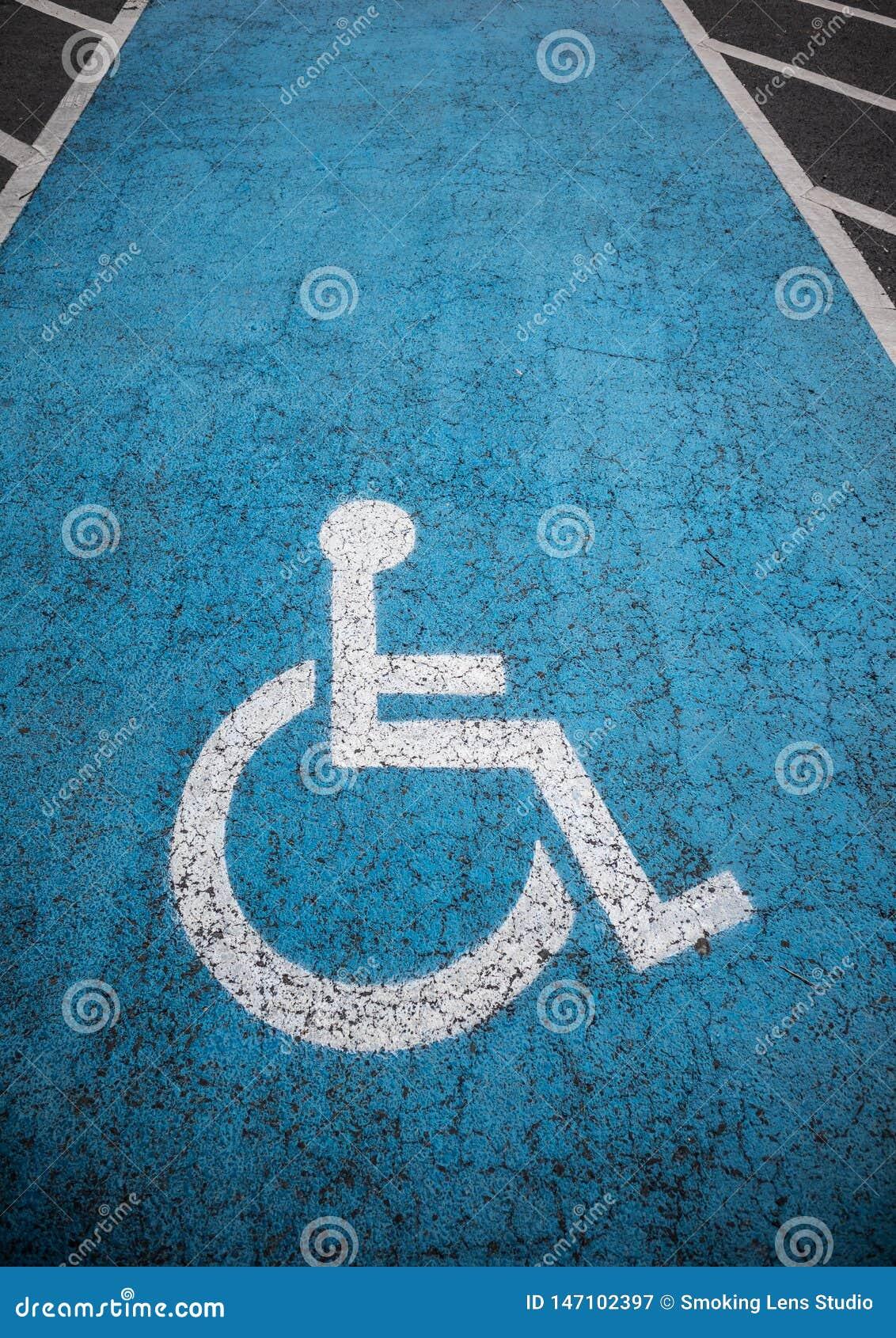 Ar livre deficiente do parque de estacionamento