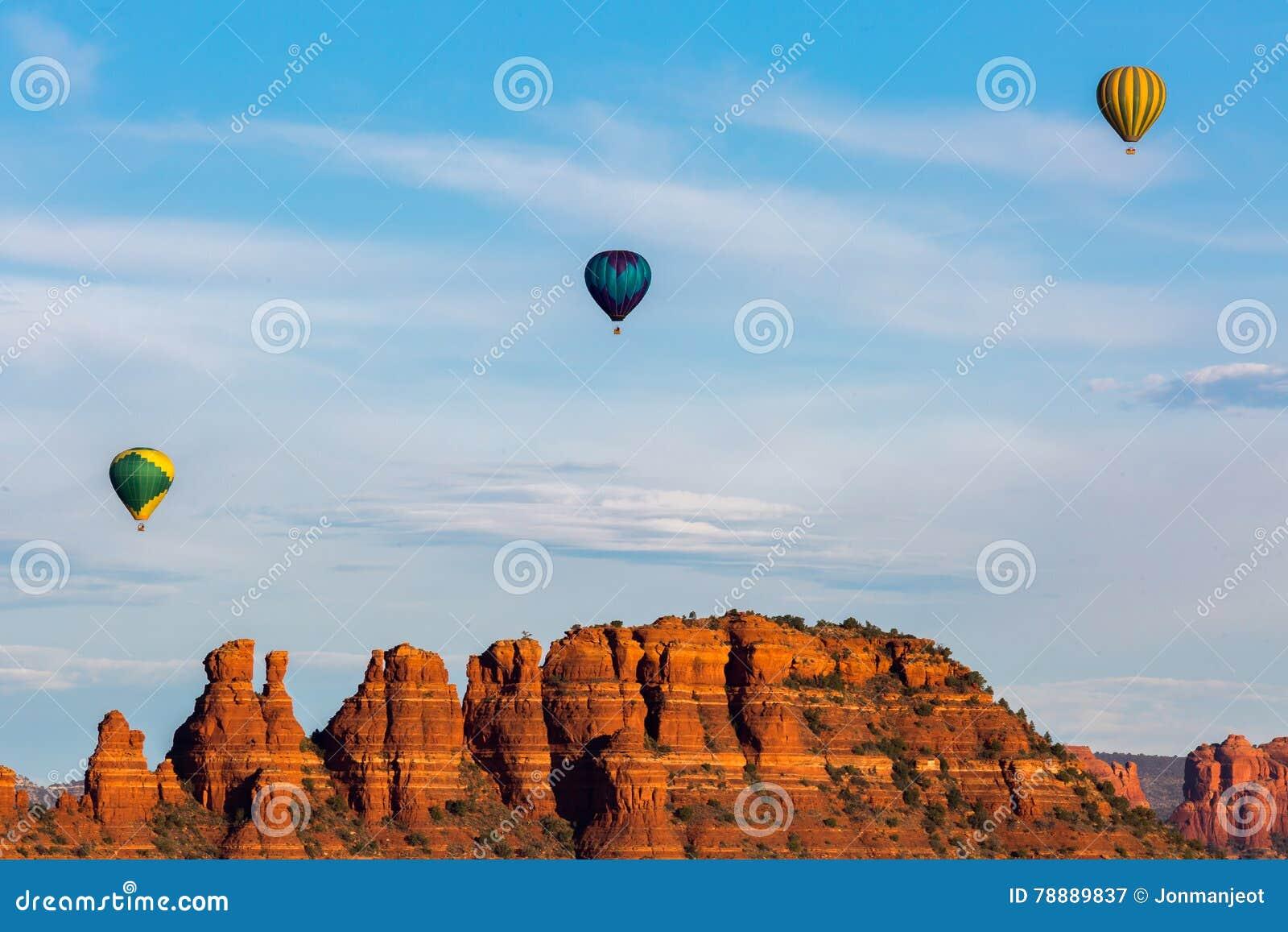 Ar quente que Ballooning em Sedona